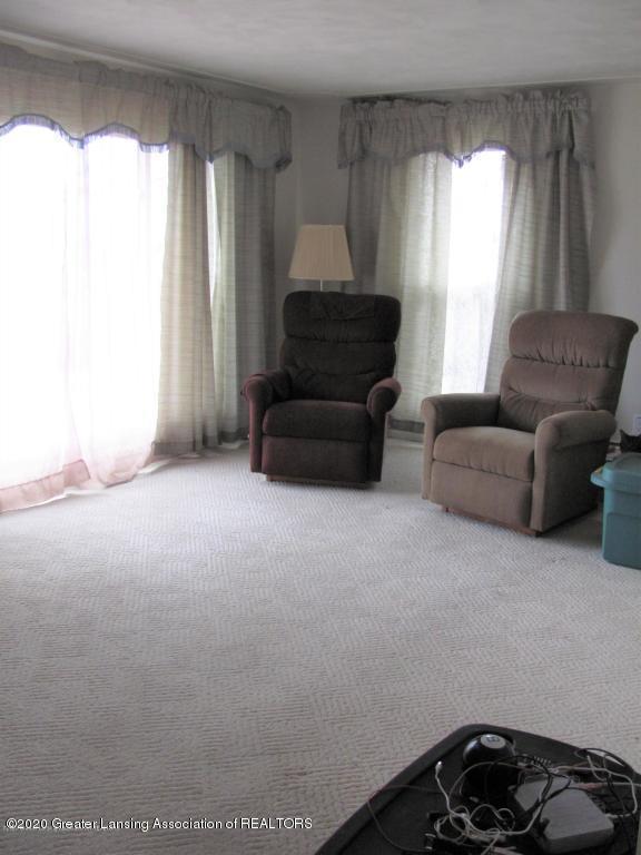 4383 Lansing Rd - Living Room - 19
