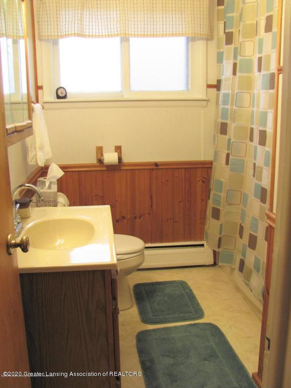 4383 Lansing Rd - Full Bath - 21