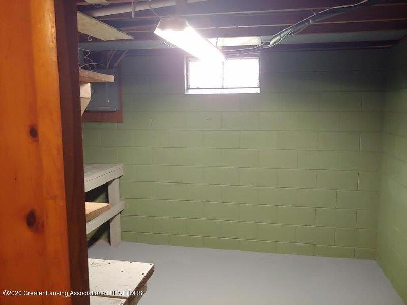 4995 Hillcrest Ave - Basement workroom - 5