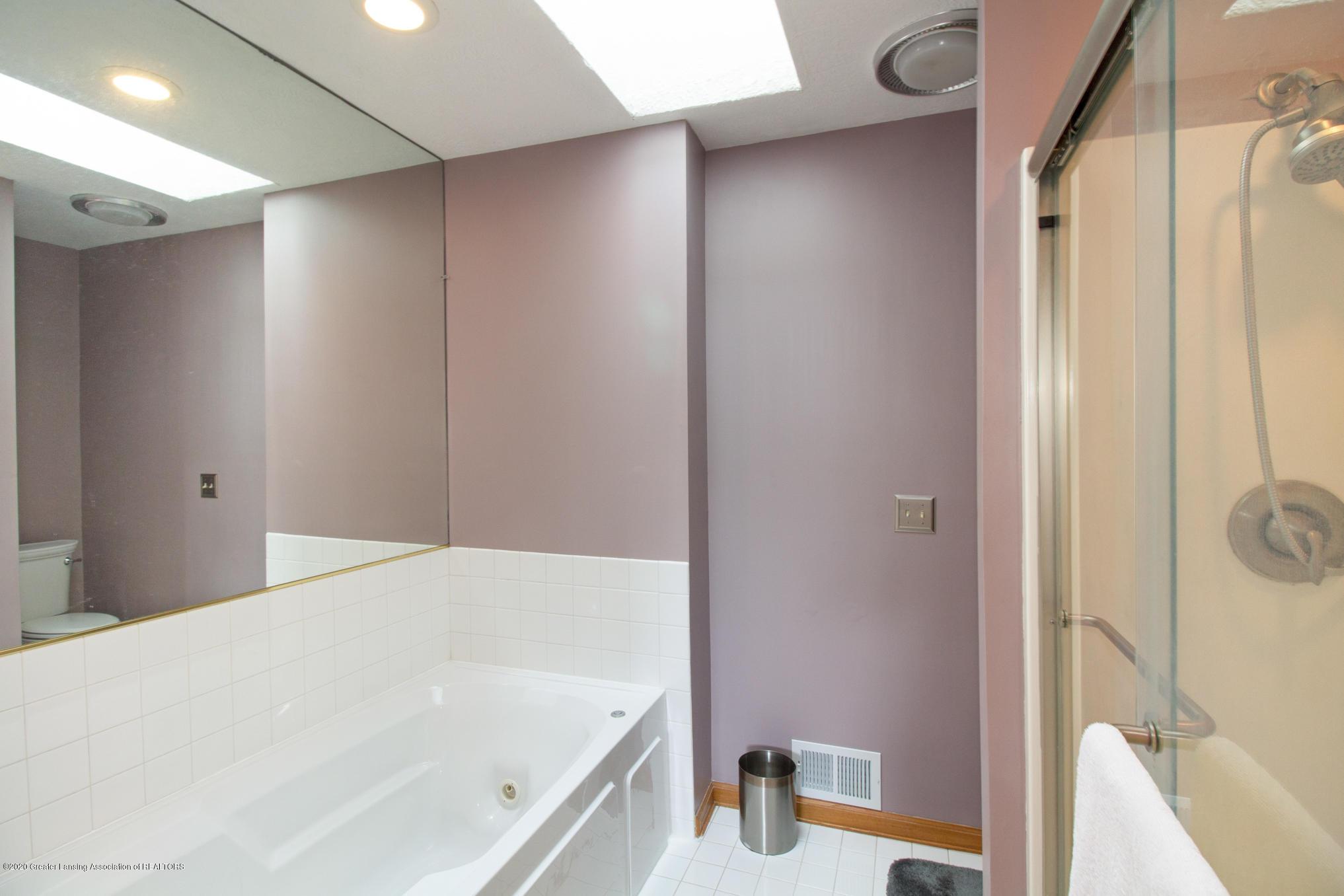 5130 Runnymede Dr - Master Bath - 22
