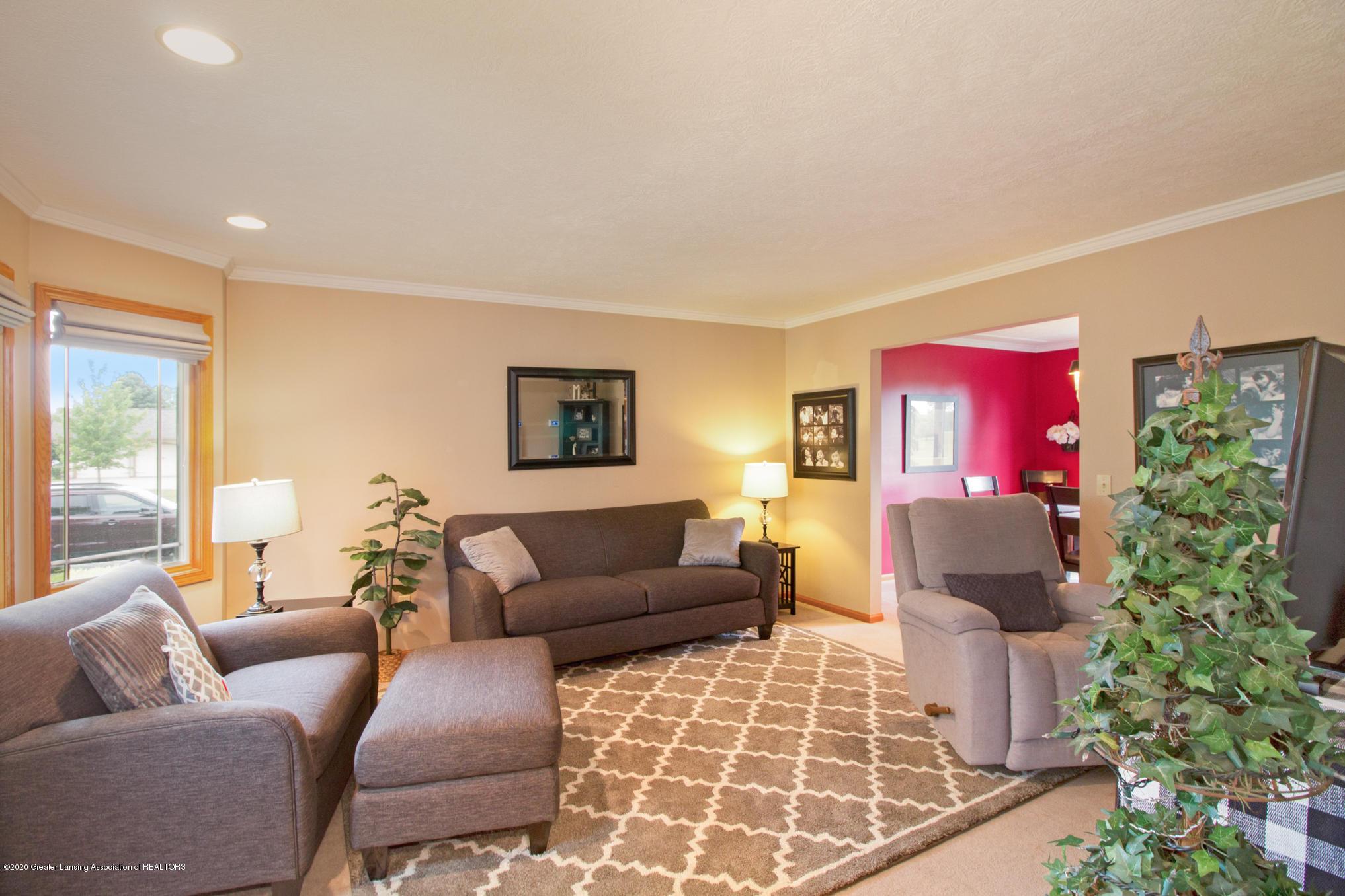 5130 Runnymede Dr - Living Room - 8