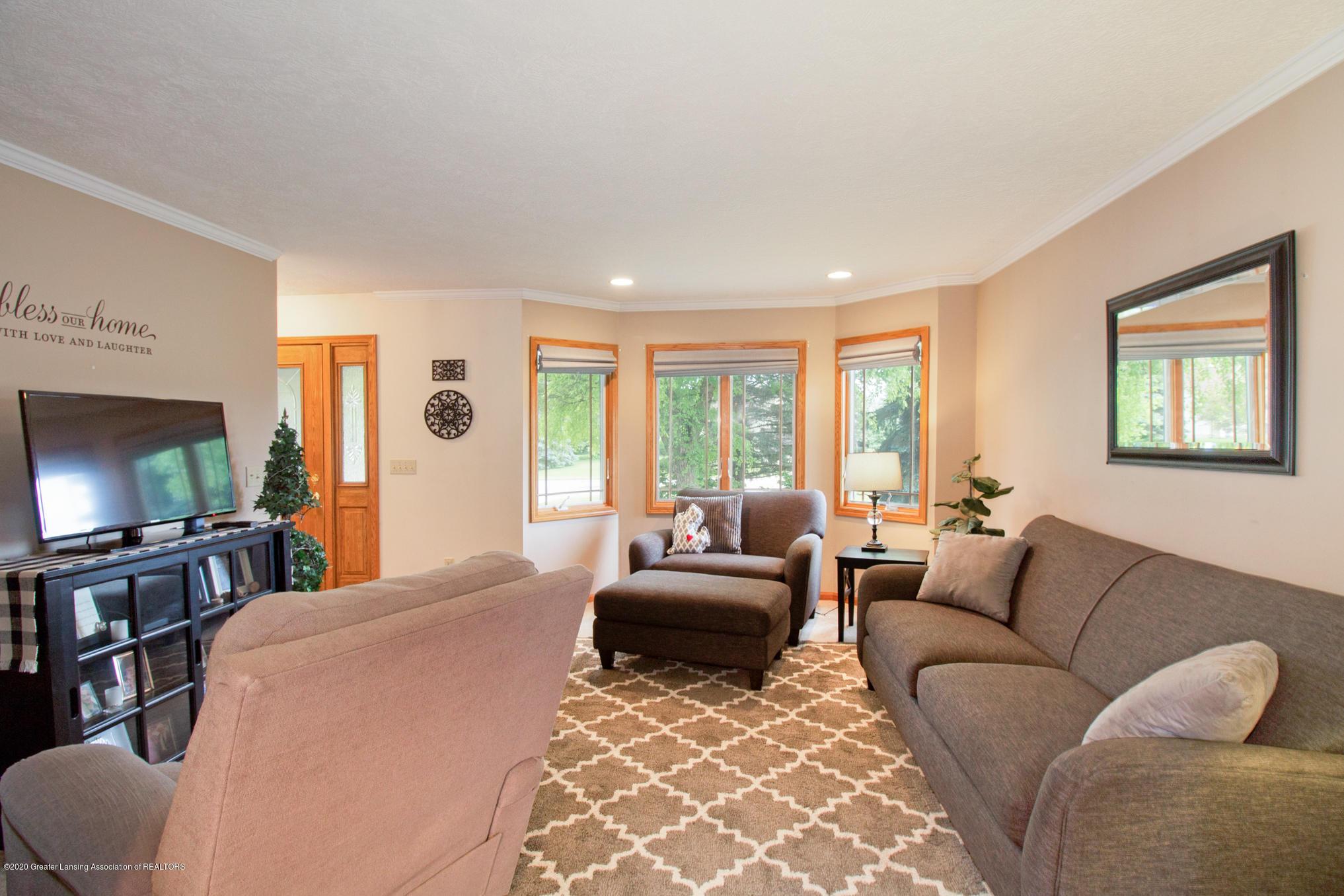 5130 Runnymede Dr - Living Room - 9