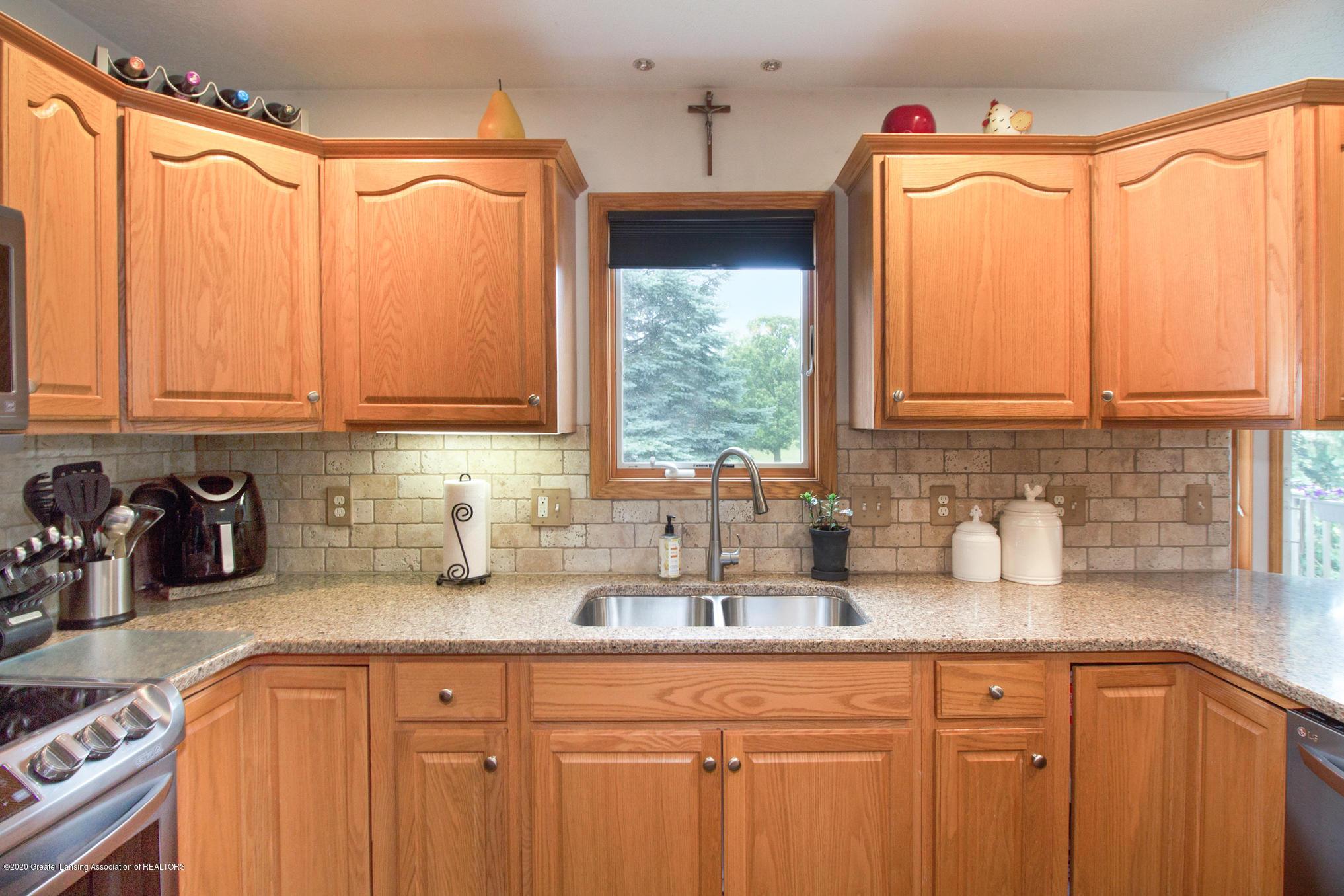 5130 Runnymede Dr - Kitchen - 13