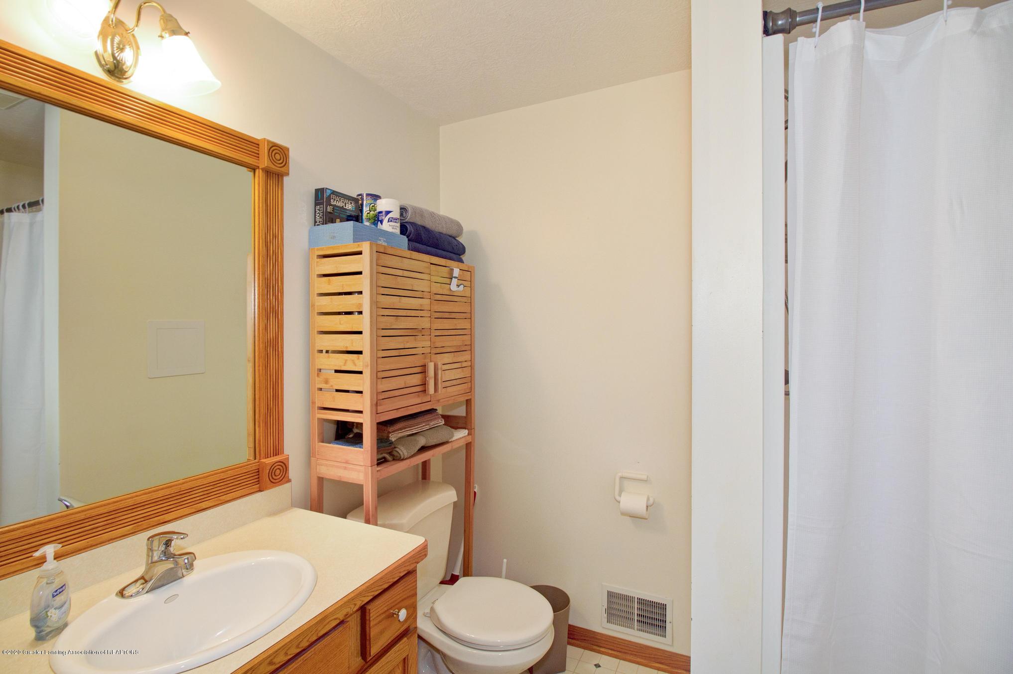 5130 Runnymede Dr - Lower Level Full Bath - 33
