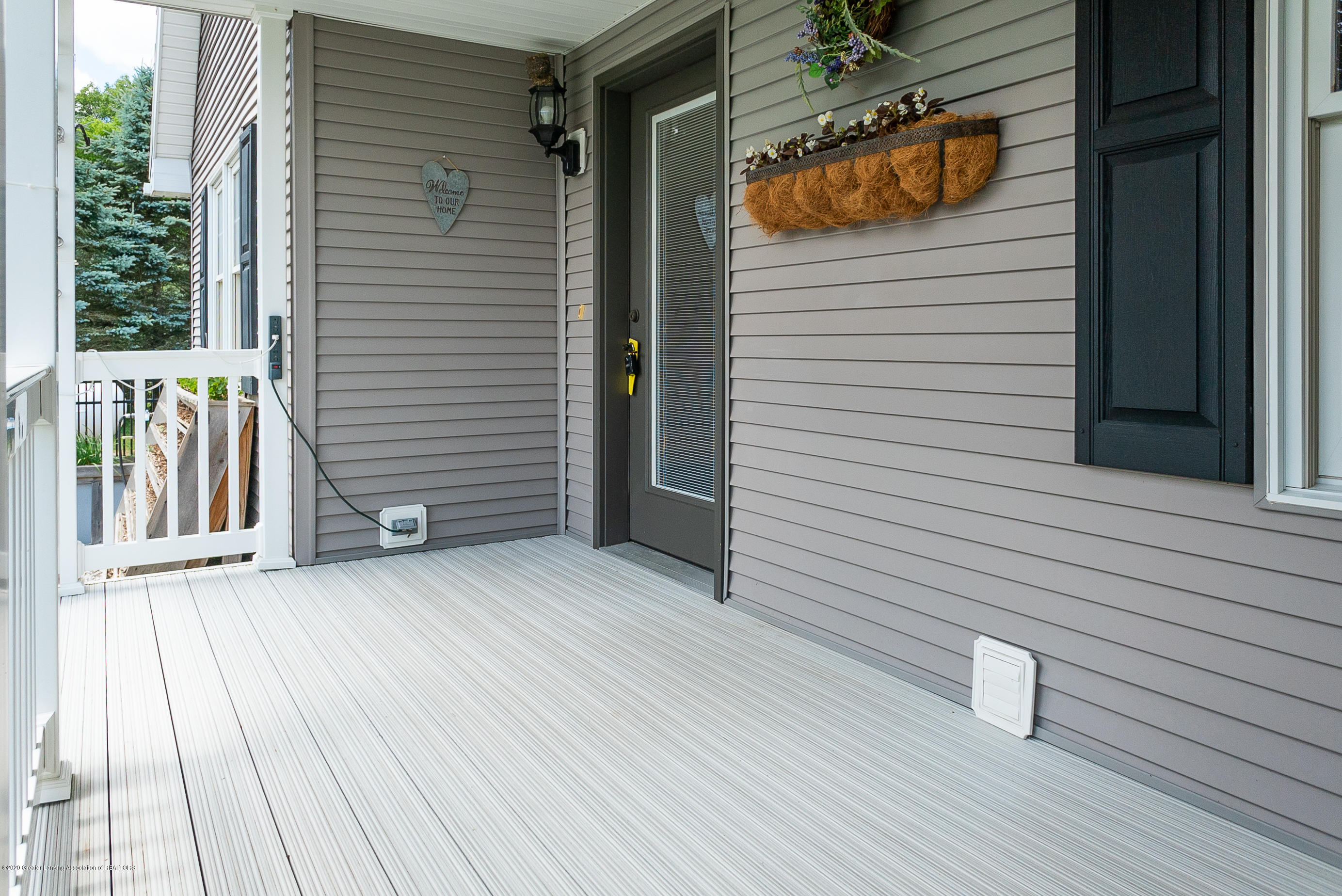 7337 Howe Rd - frontporch - 6