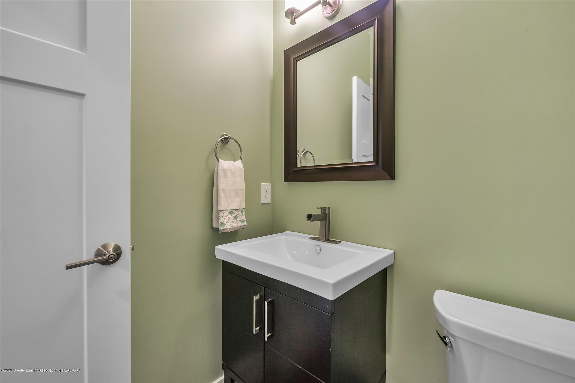 2091 Isaac Ln - MAIN FLOOR:Half bath - 31