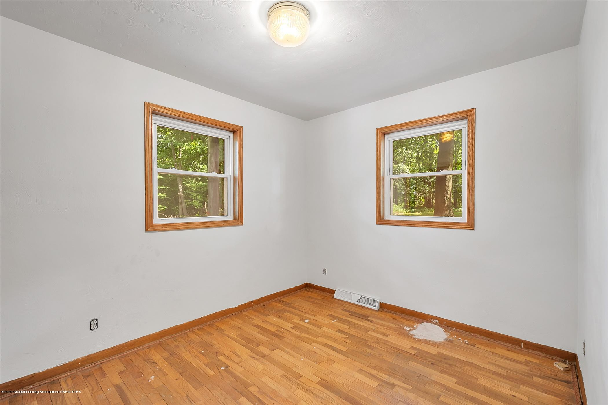 3269 S Waverly Rd - 16-3269 S Waverly Rd-windowstill-re - 17