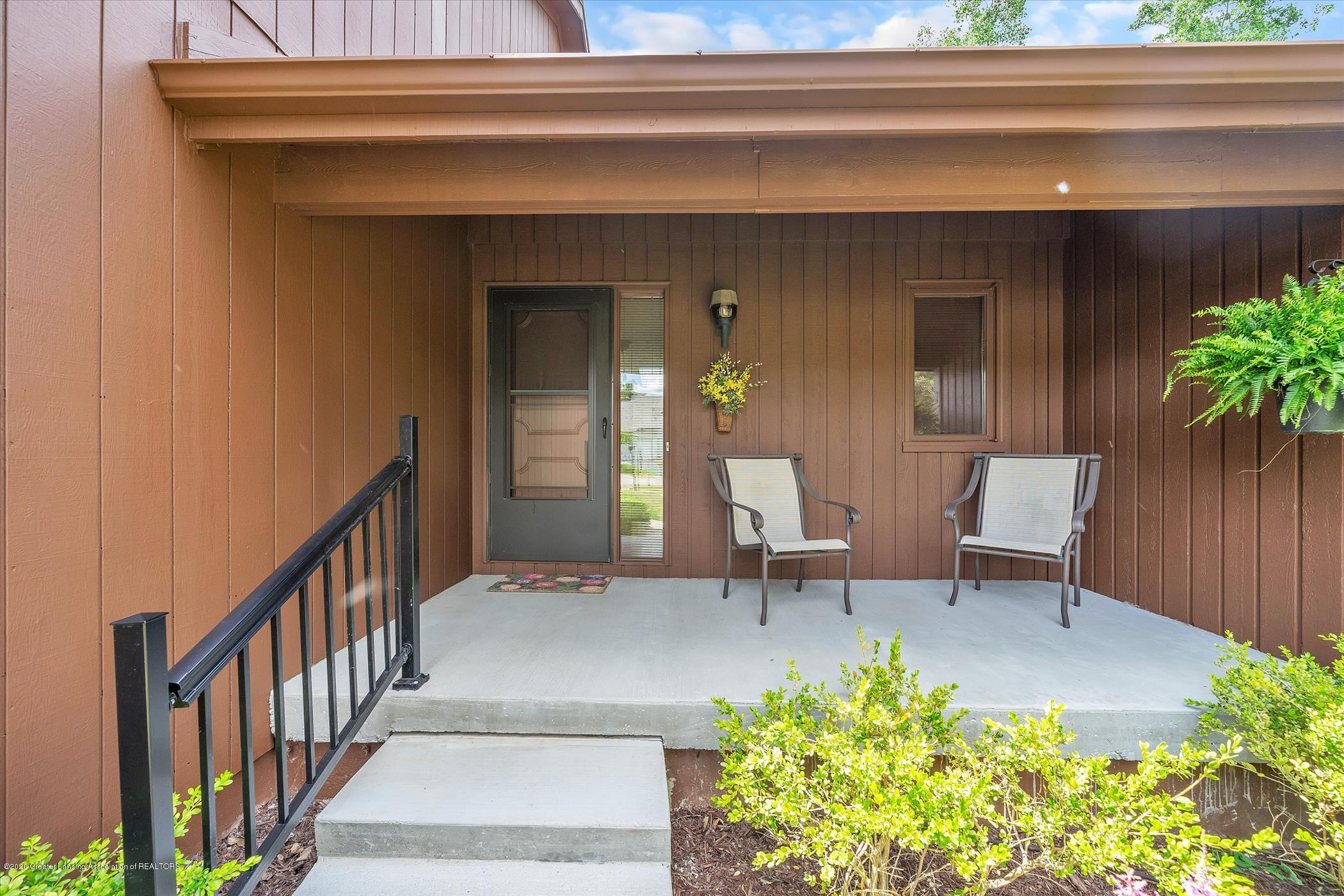 2605 Woodhill Dr - Inviting Front Porch - 2