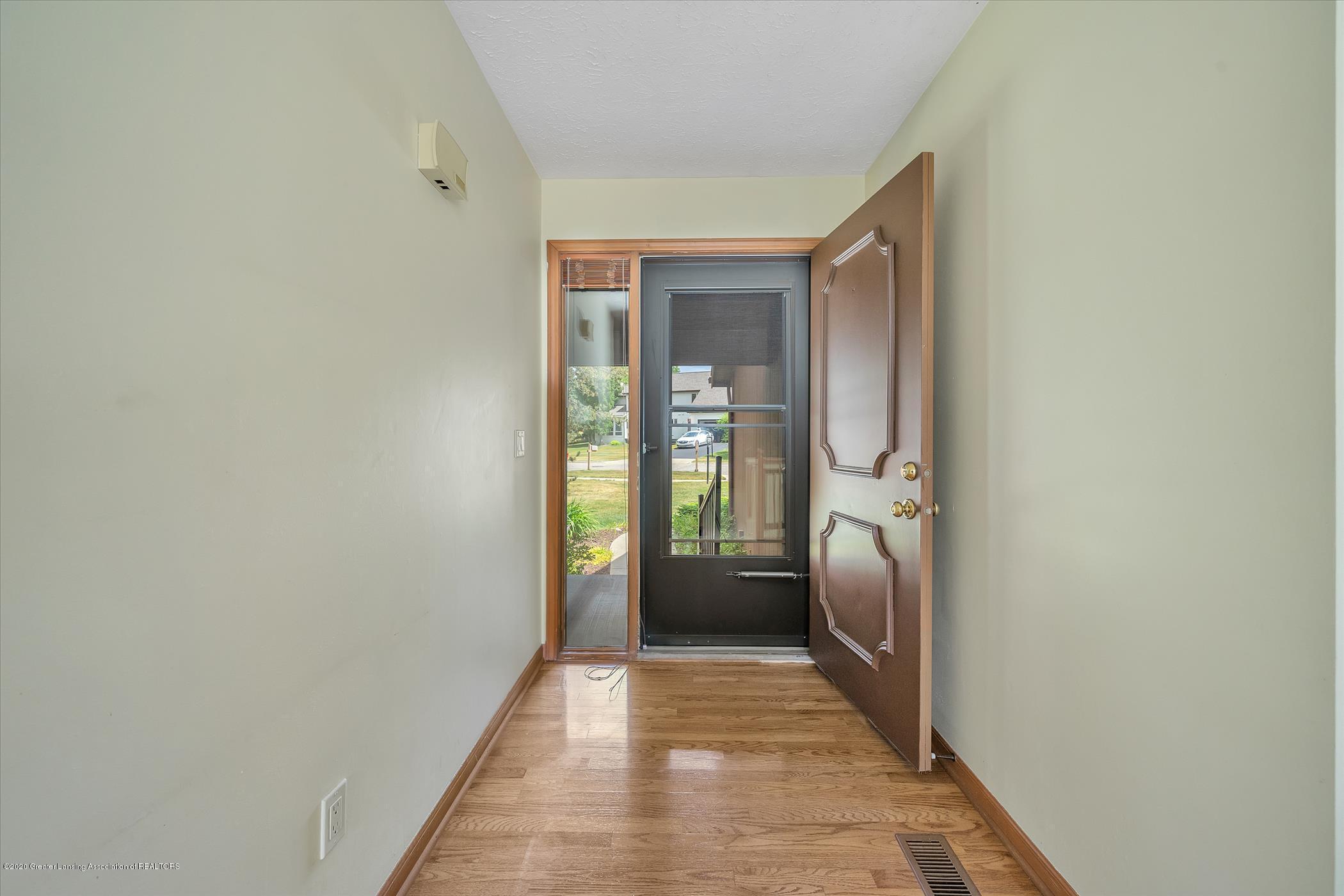 2605 Woodhill Dr - Foyer - 3