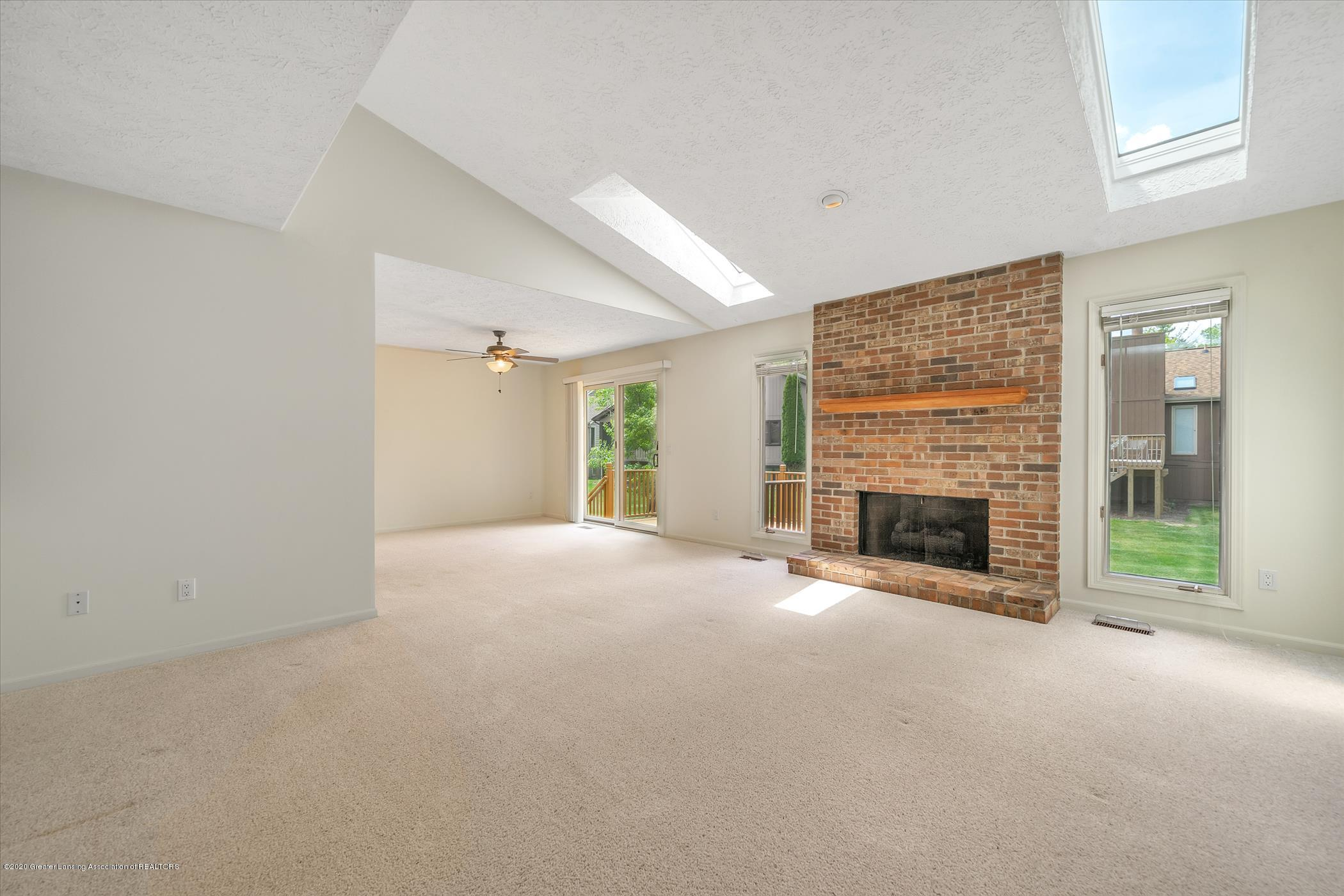 2605 Woodhill Dr - Greatroom with Vaulted Ceiling - 4