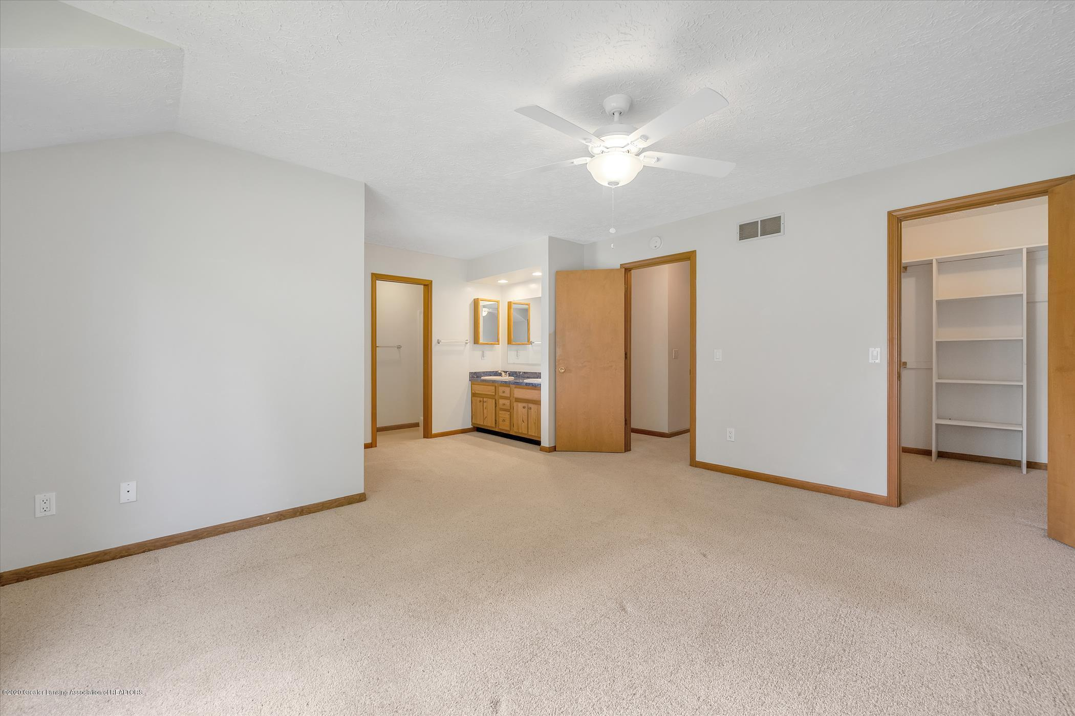 2605 Woodhill Dr - Owner's Suite - 18