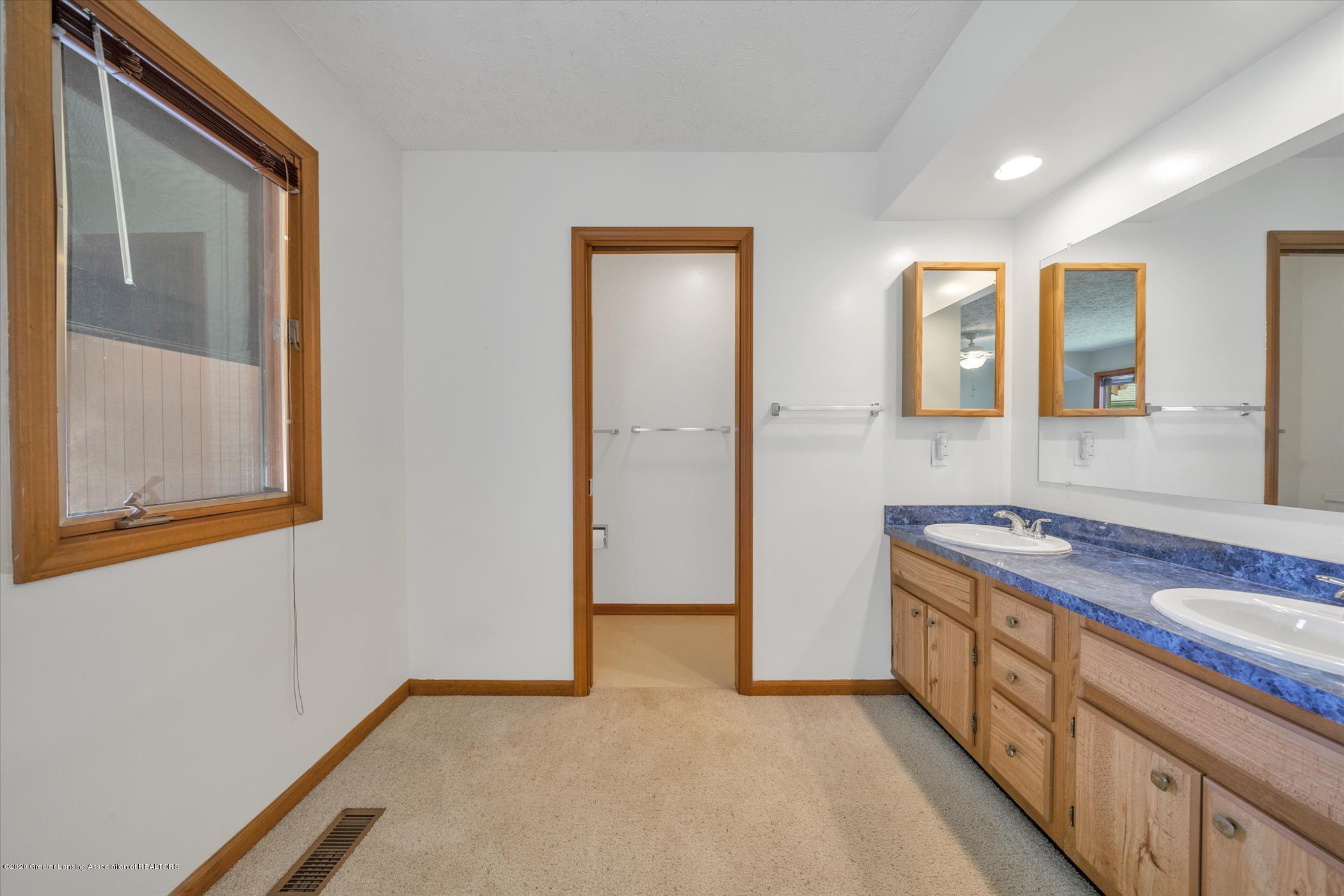 2605 Woodhill Dr - Owner's suite  Bath Double Vanities - 20