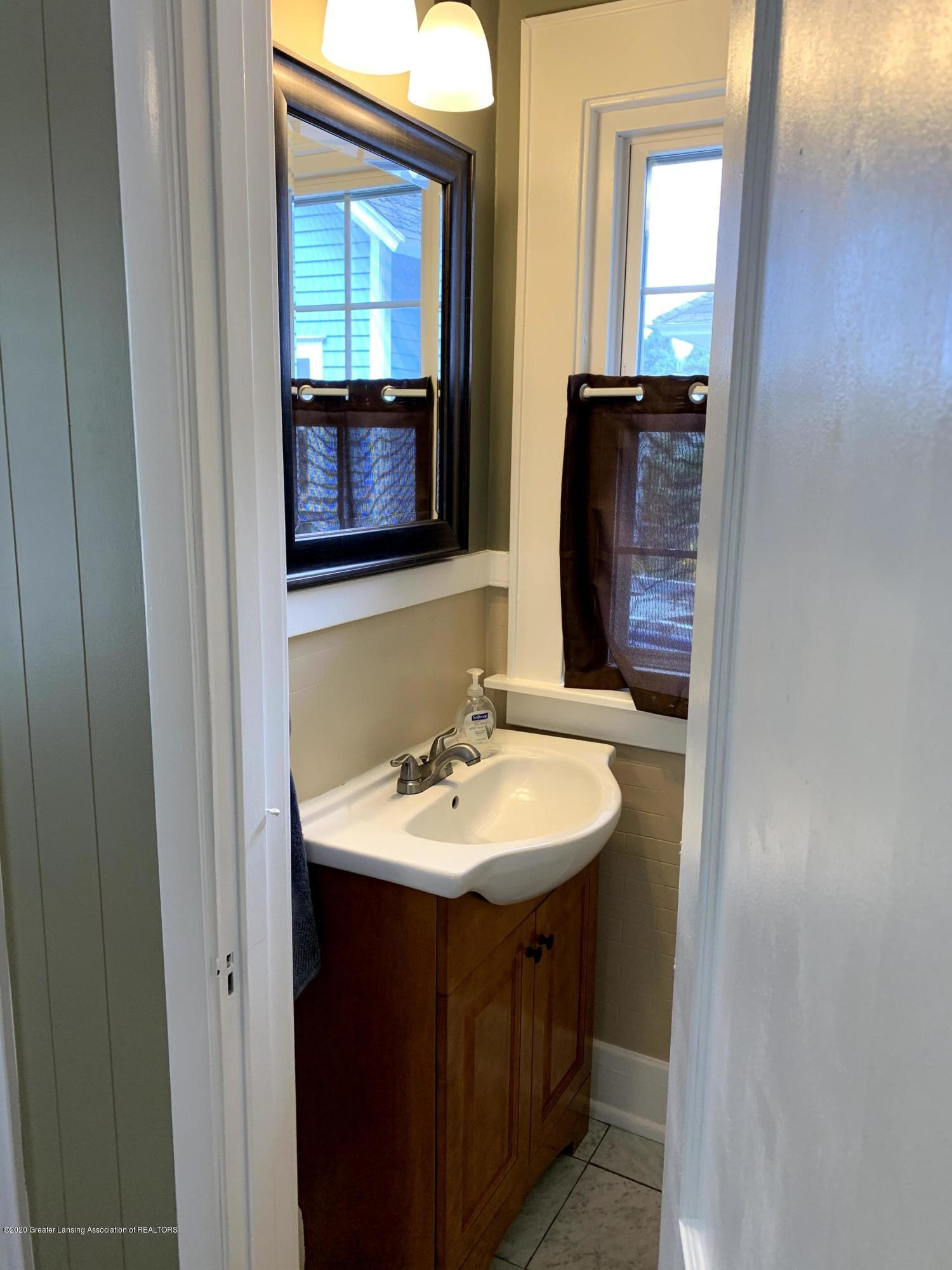 523 N Jenison Ave - Half bathroom - 29