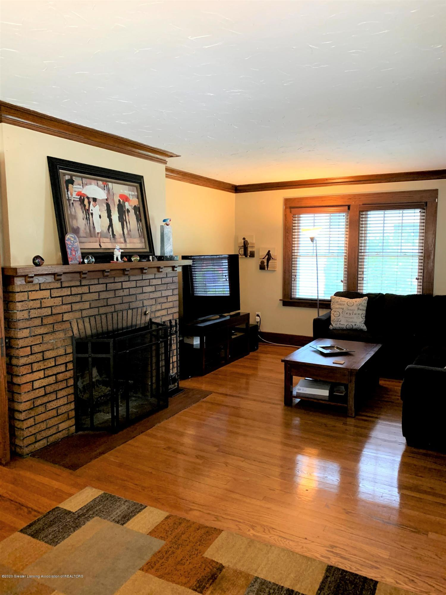 523 N Jenison Ave - Living room - 5