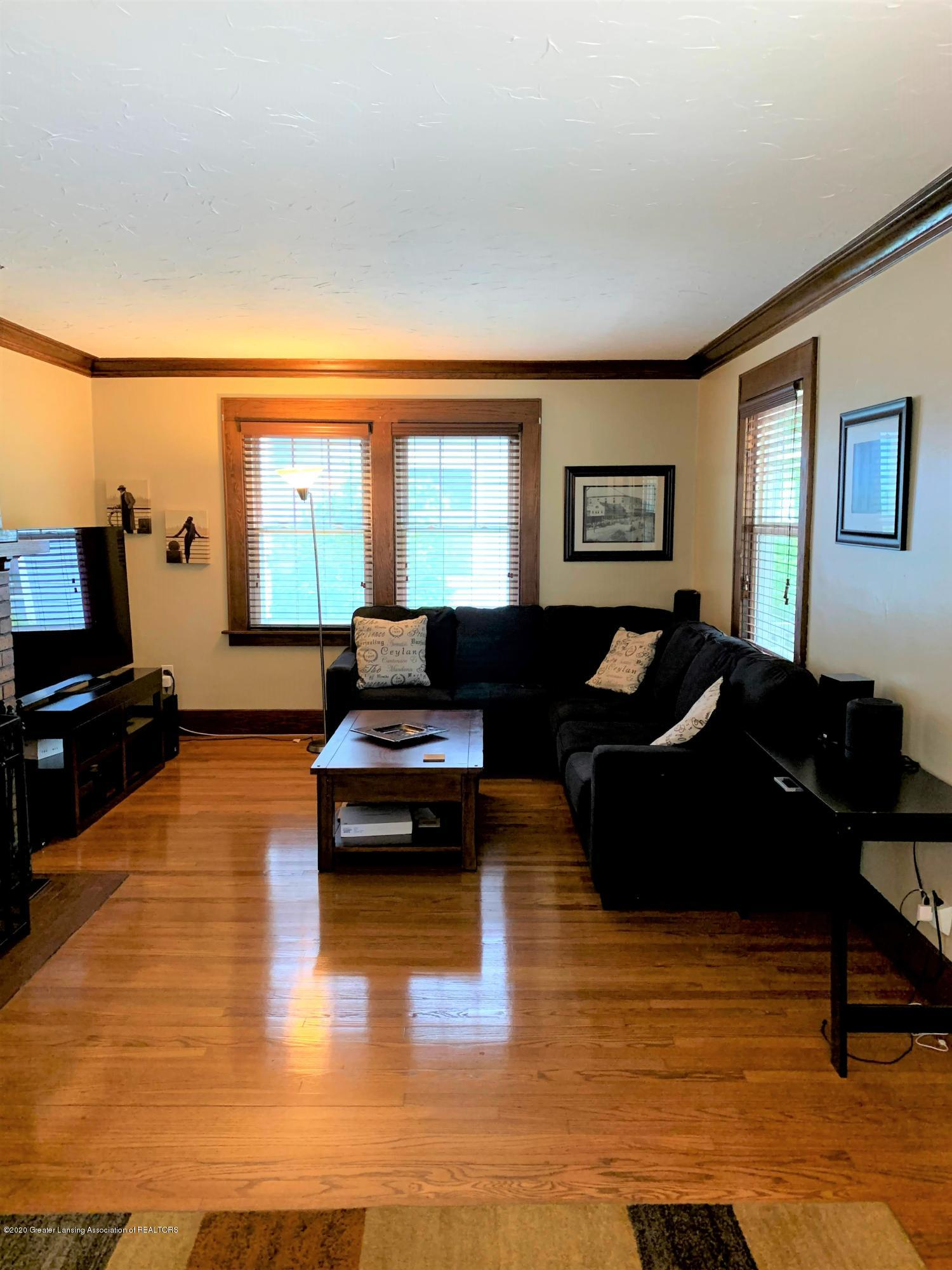 523 N Jenison Ave - Living room - 6