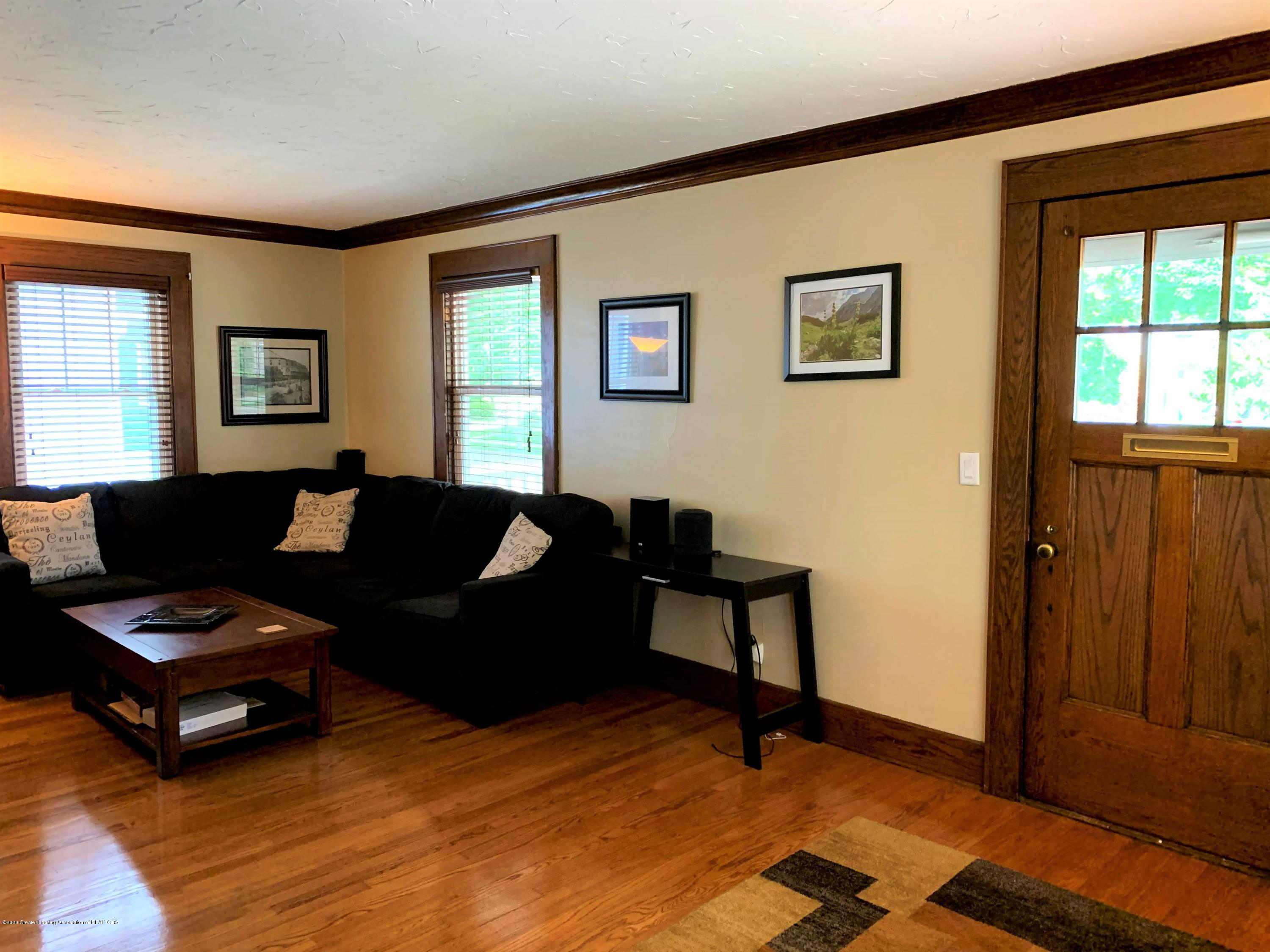 523 N Jenison Ave - Living room - 7