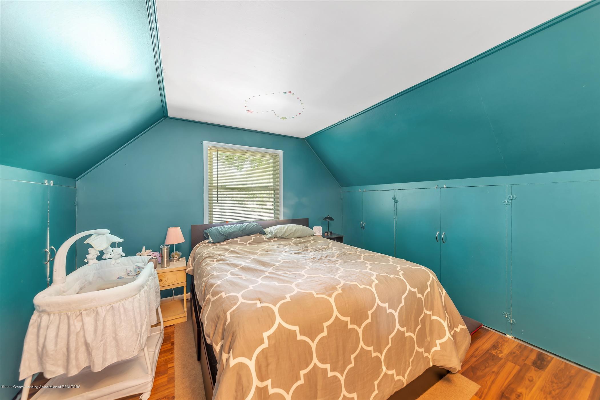 1926 Kilbourn Ave - Upper Level Bedroom - 12