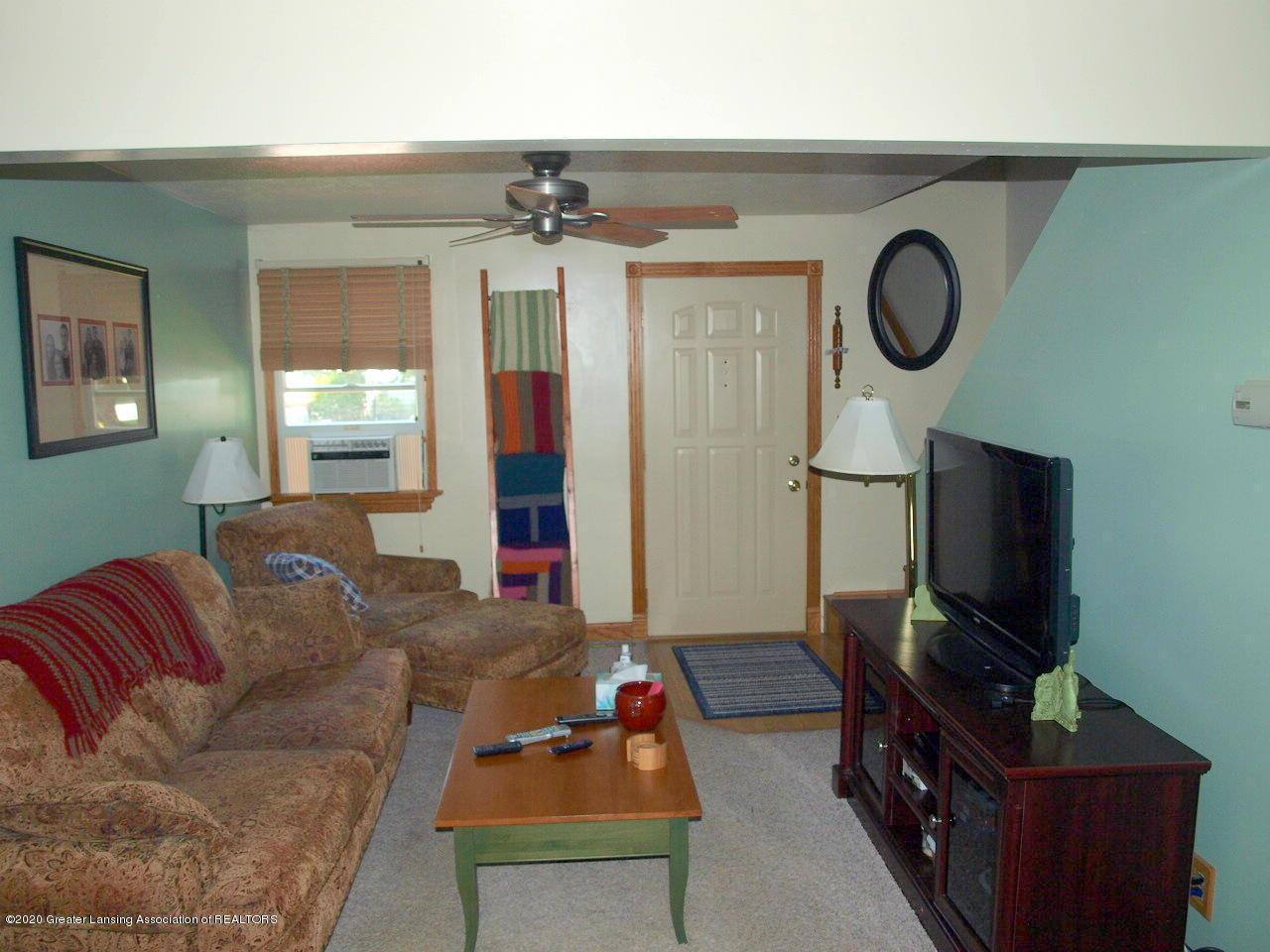 300 S Swegles St - living room - 9
