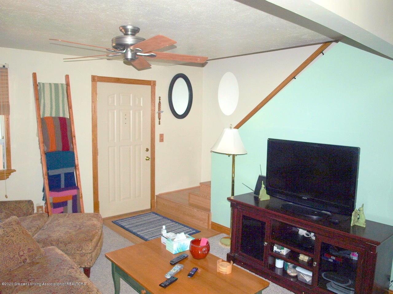 300 S Swegles St - living room - 10