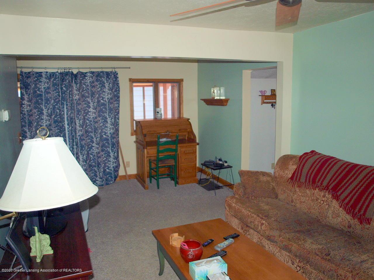 300 S Swegles St - living room - 11