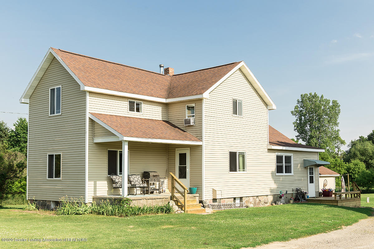 4926 Island Hwy - Front - 1