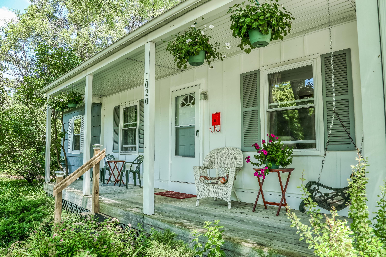 1020 Delridge Rd - Front Porch - 2