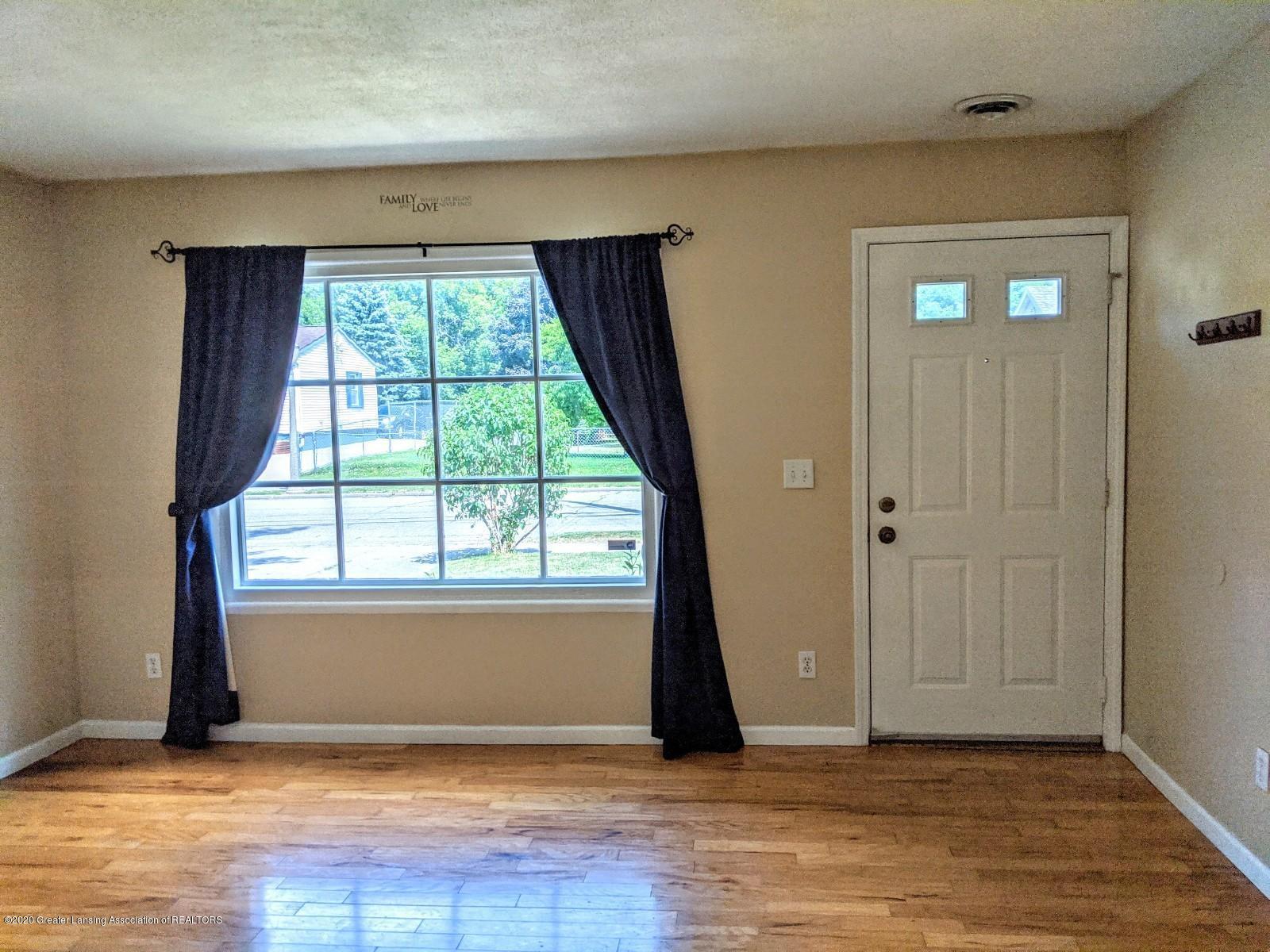 5030 Tenny St - Living Room - 4