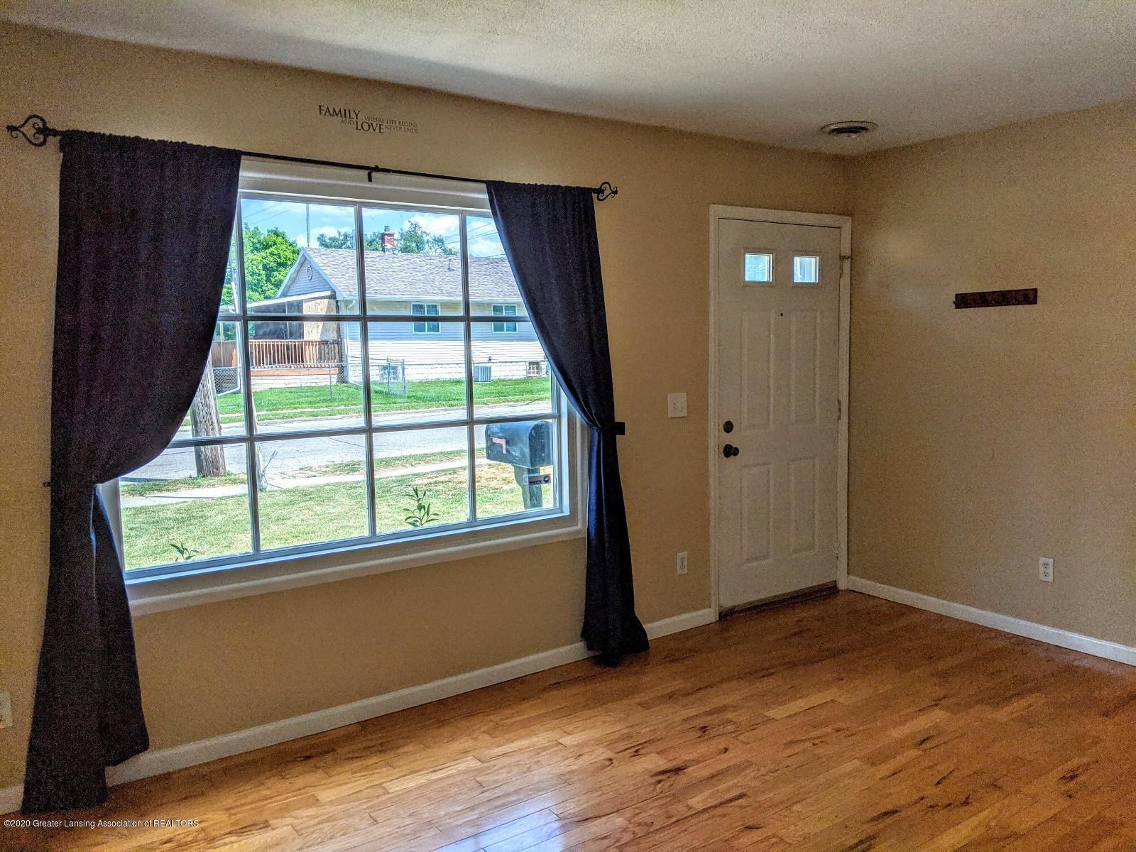 5030 Tenny St - Living Room - 5