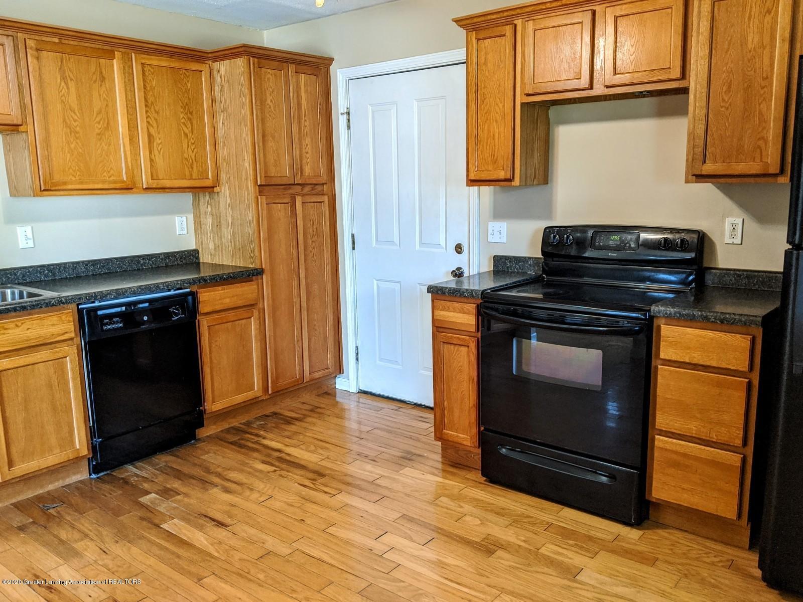 5030 Tenny St - Kitchen - 10
