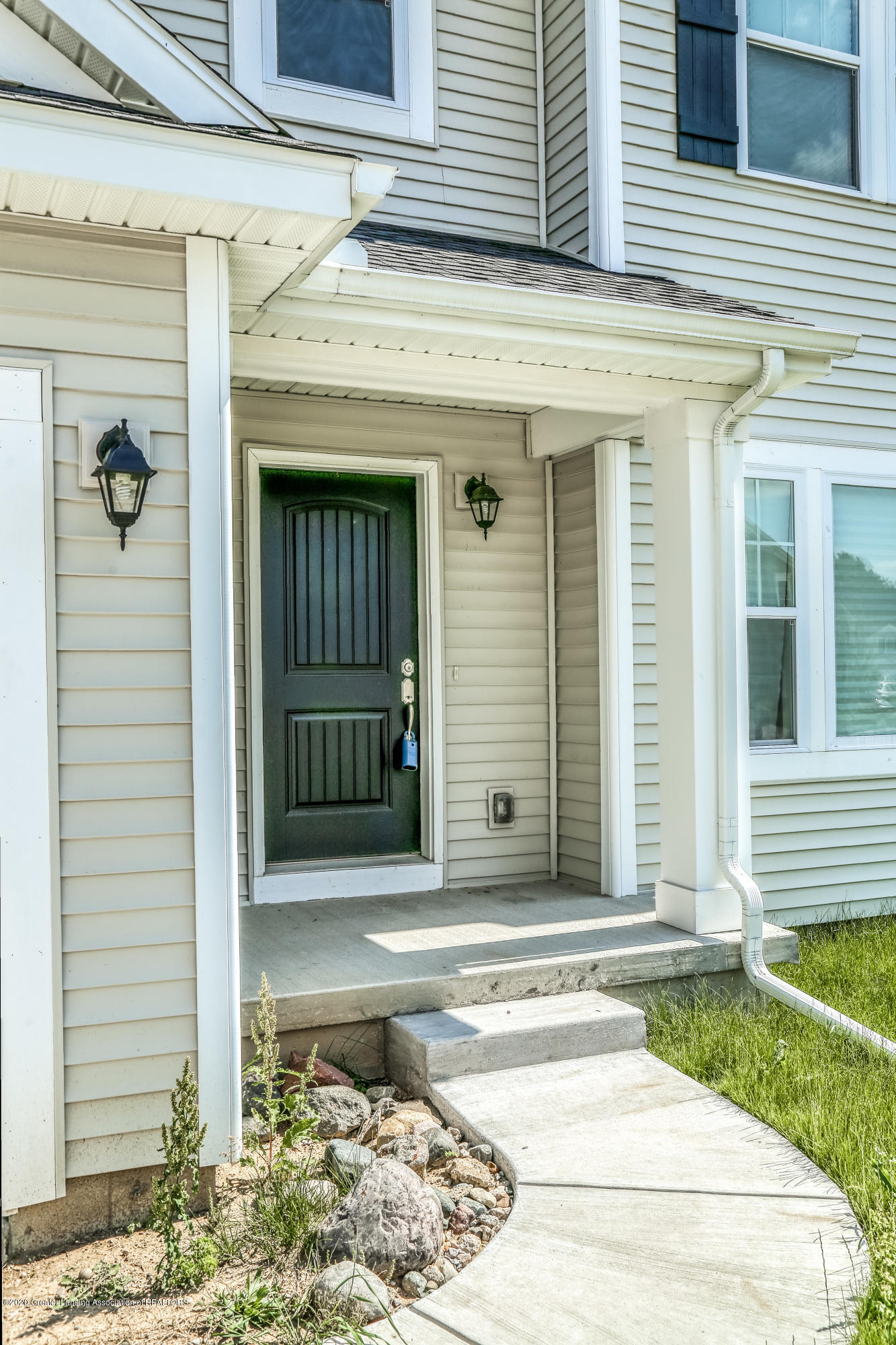 5959 Boxwood Ave - Front Porch - 3