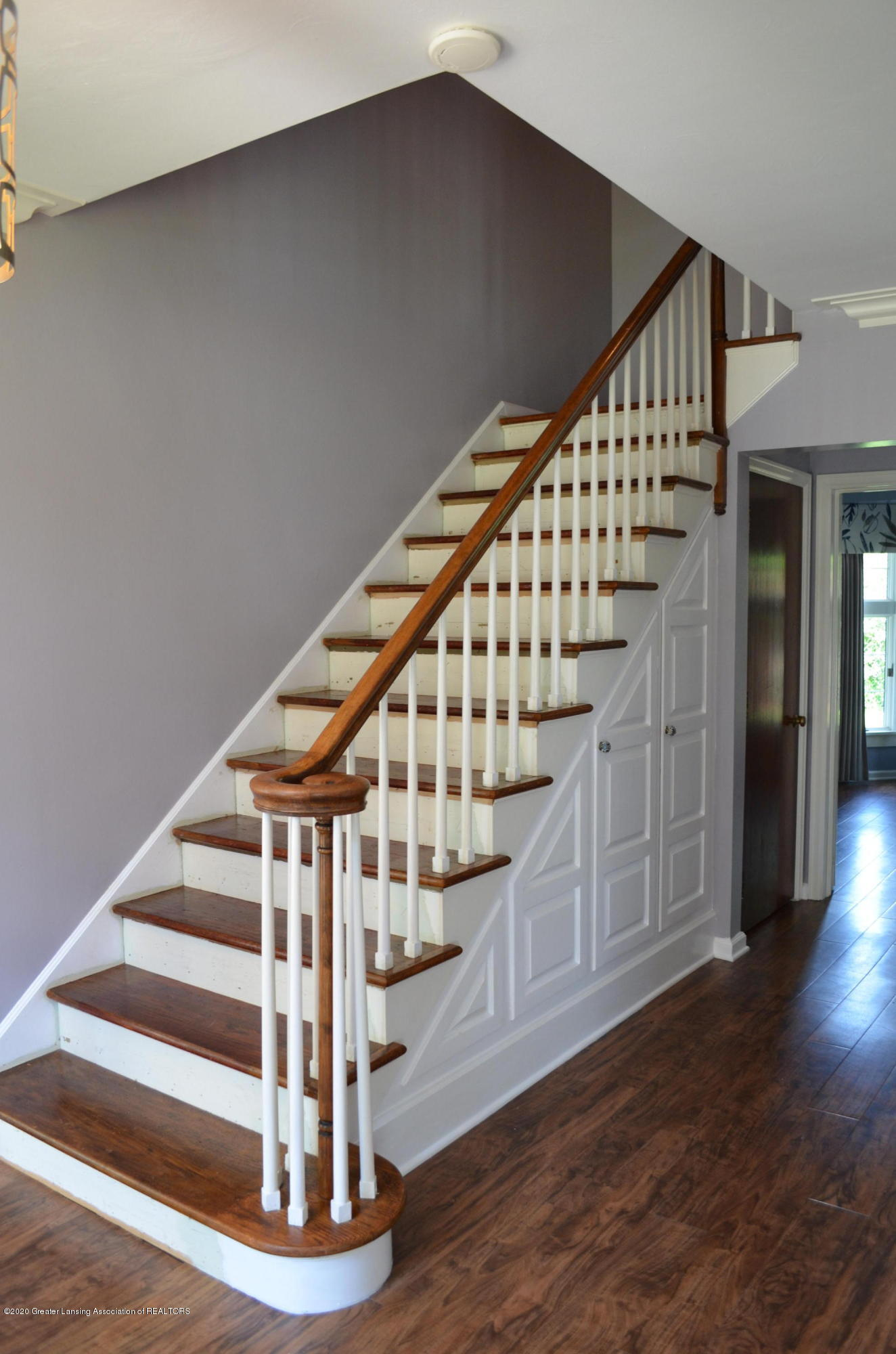 615 Bailey St - Staircase - 20