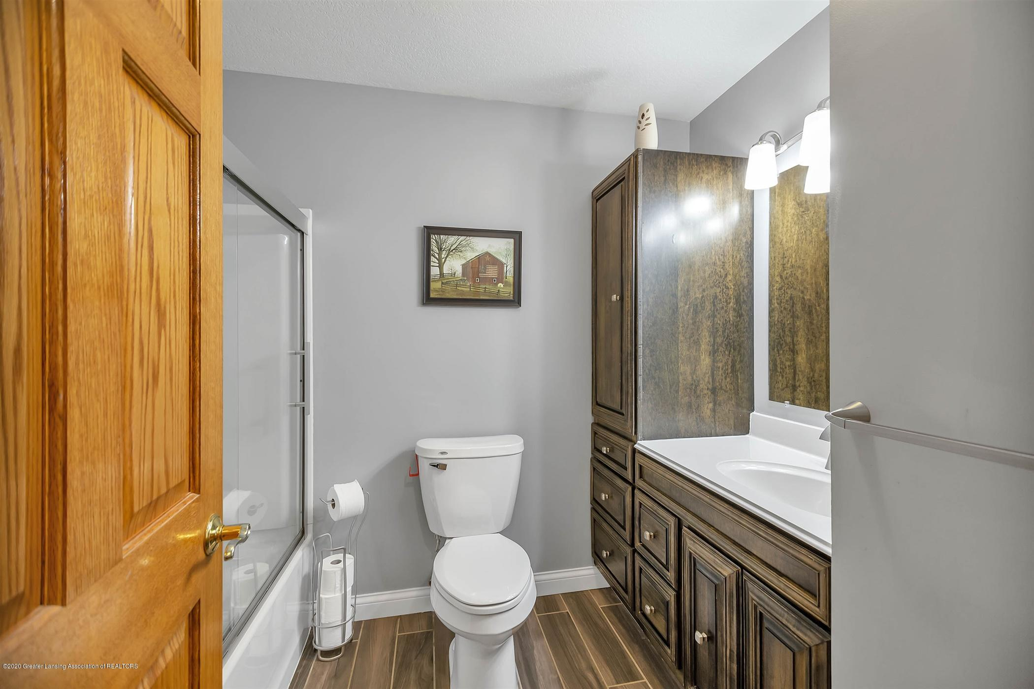 4445 W Britton Rd - UPPER LEVEL Full Bathroom - 21