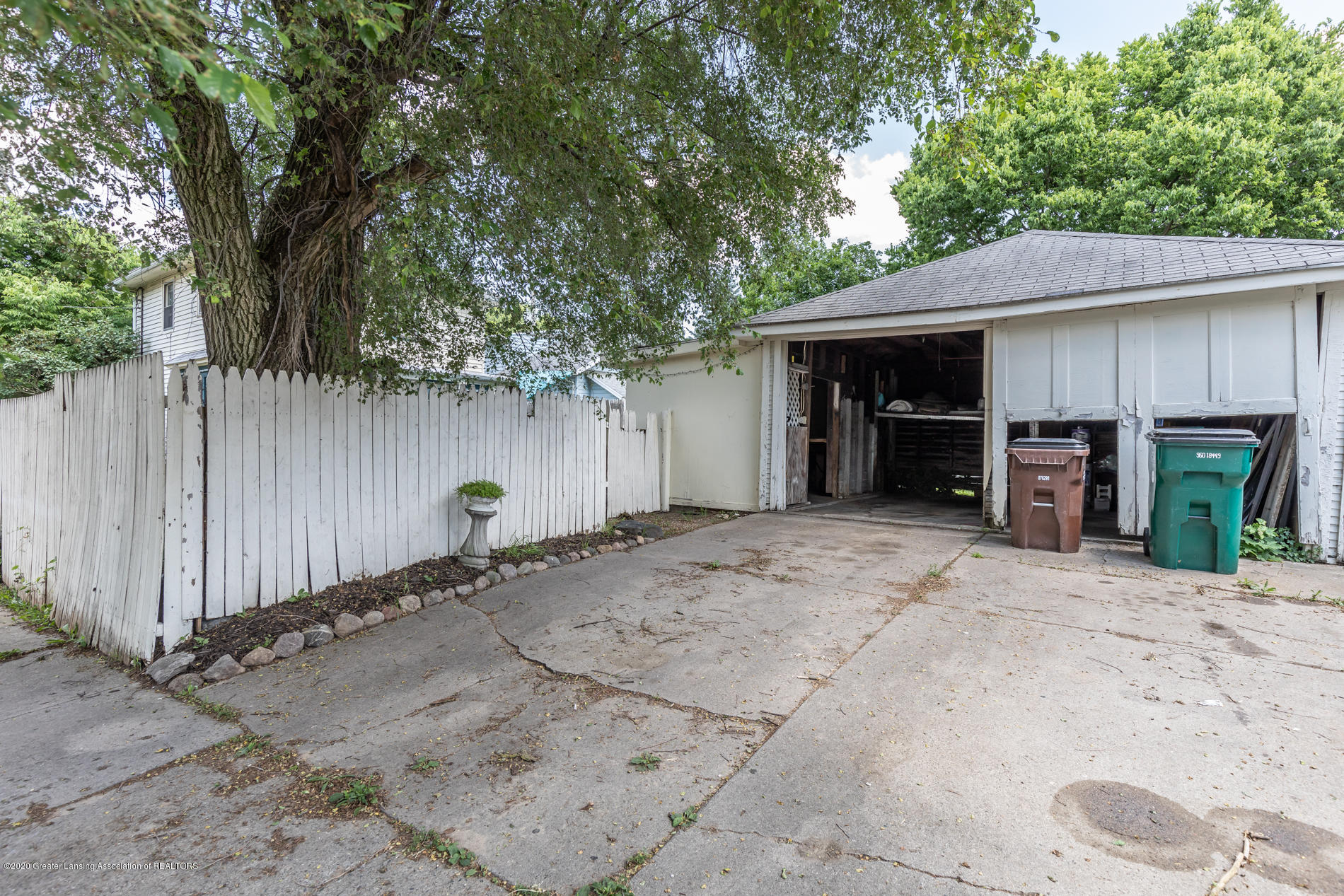 1300 E Oakland Ave - Garage - 28