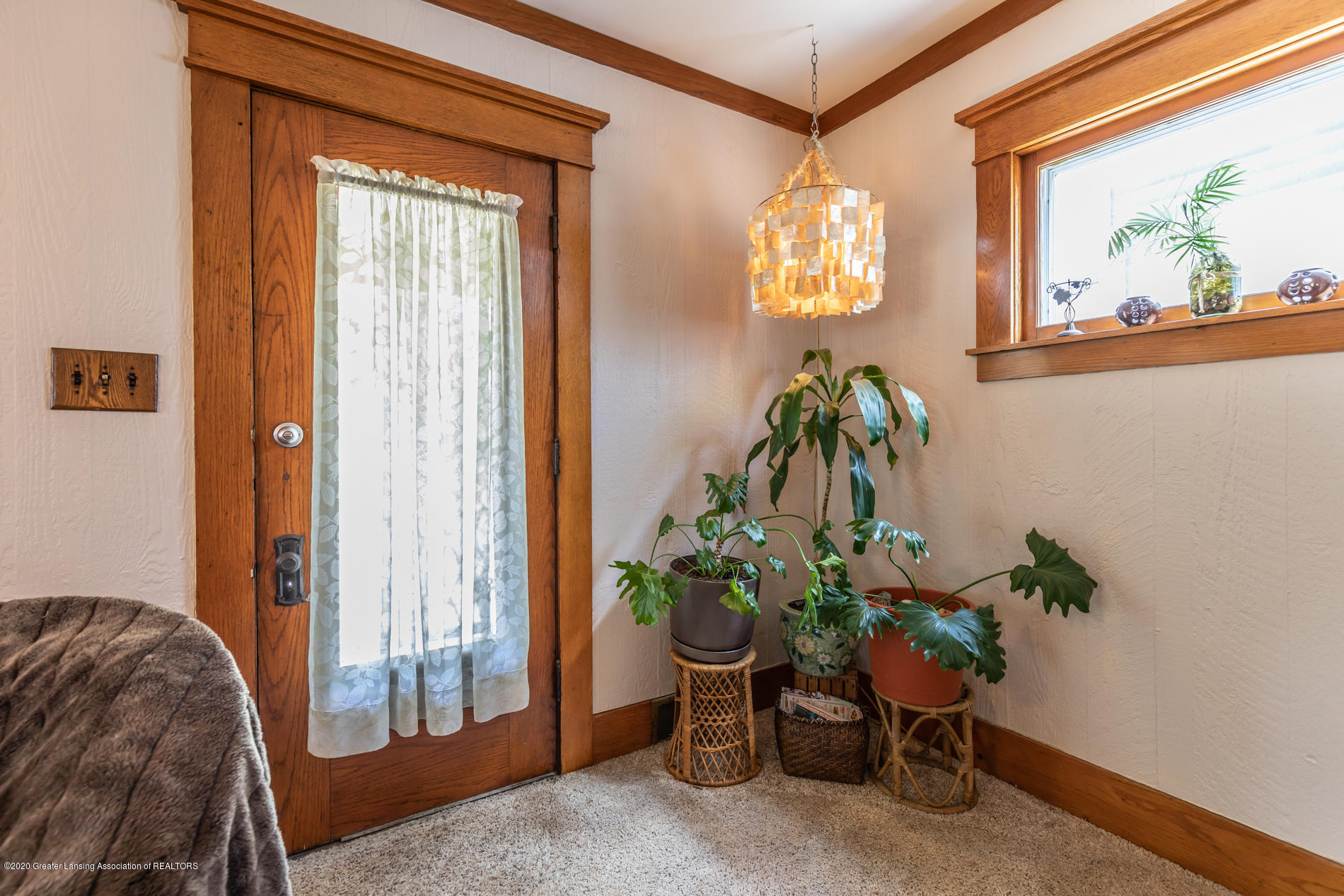 1300 E Oakland Ave - Foyer - 4