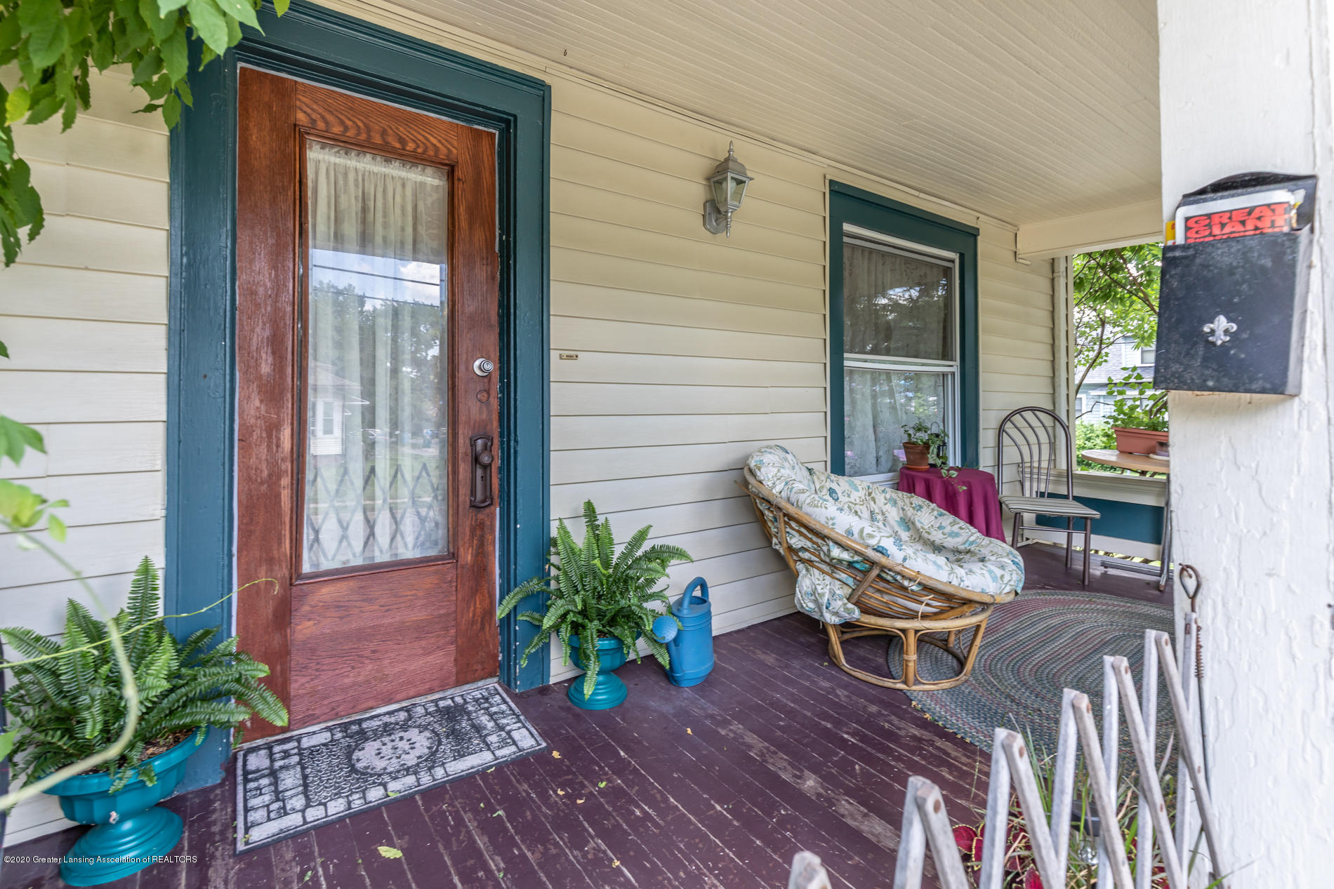 1300 E Oakland Ave - Porch - 3