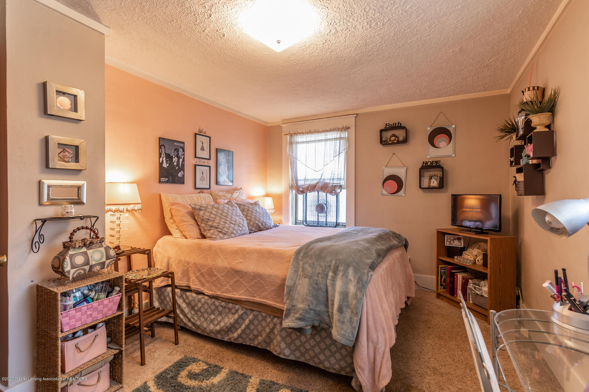 1300 E Oakland Ave - Bedroom 1 - 18