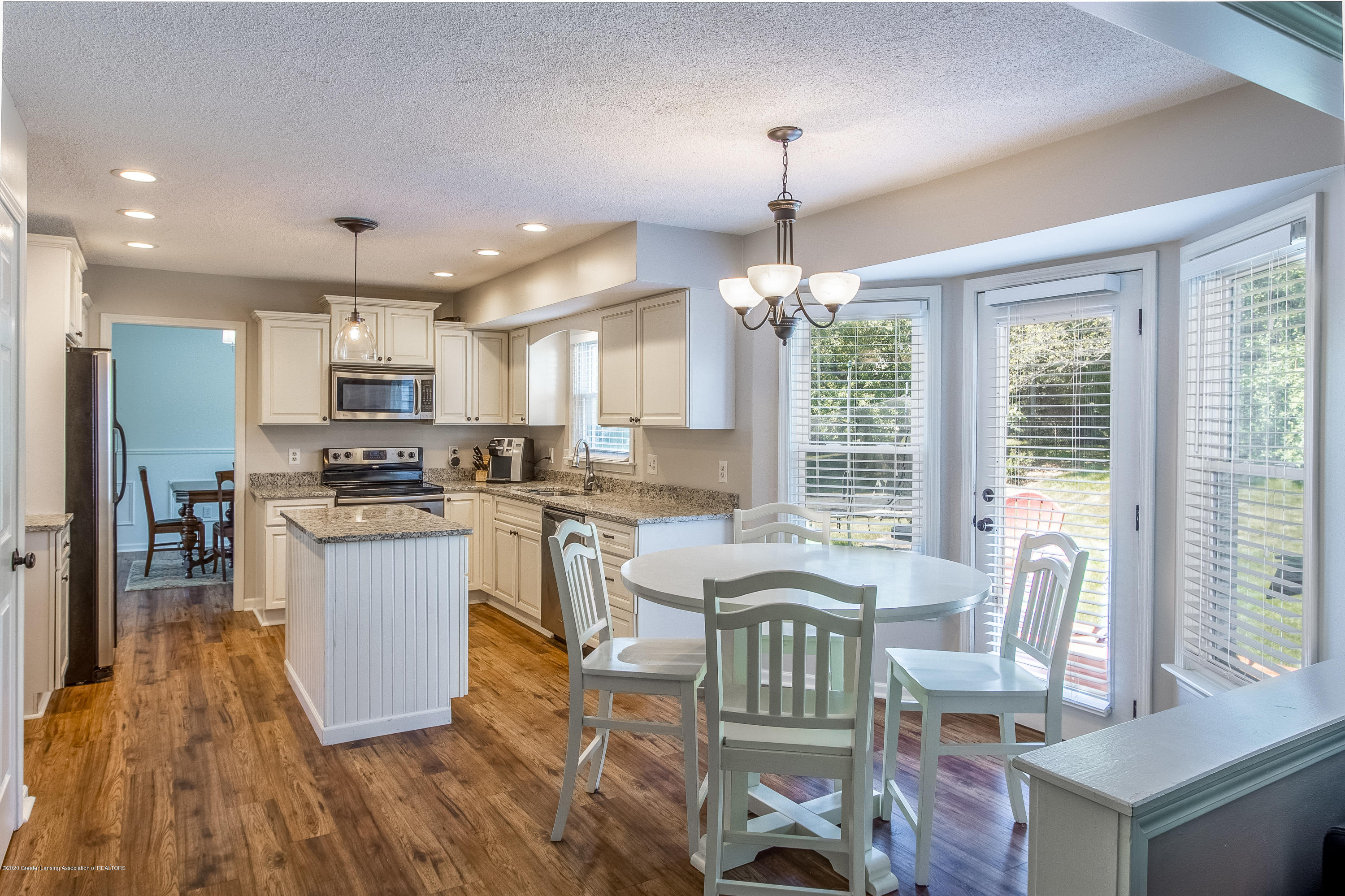 4194 Indian Glen Dr - Kitchen and Dining Area - 28