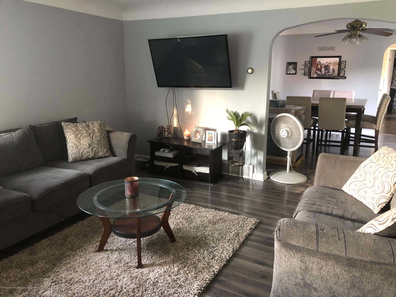 901 S Chipman St - Living Room - 5