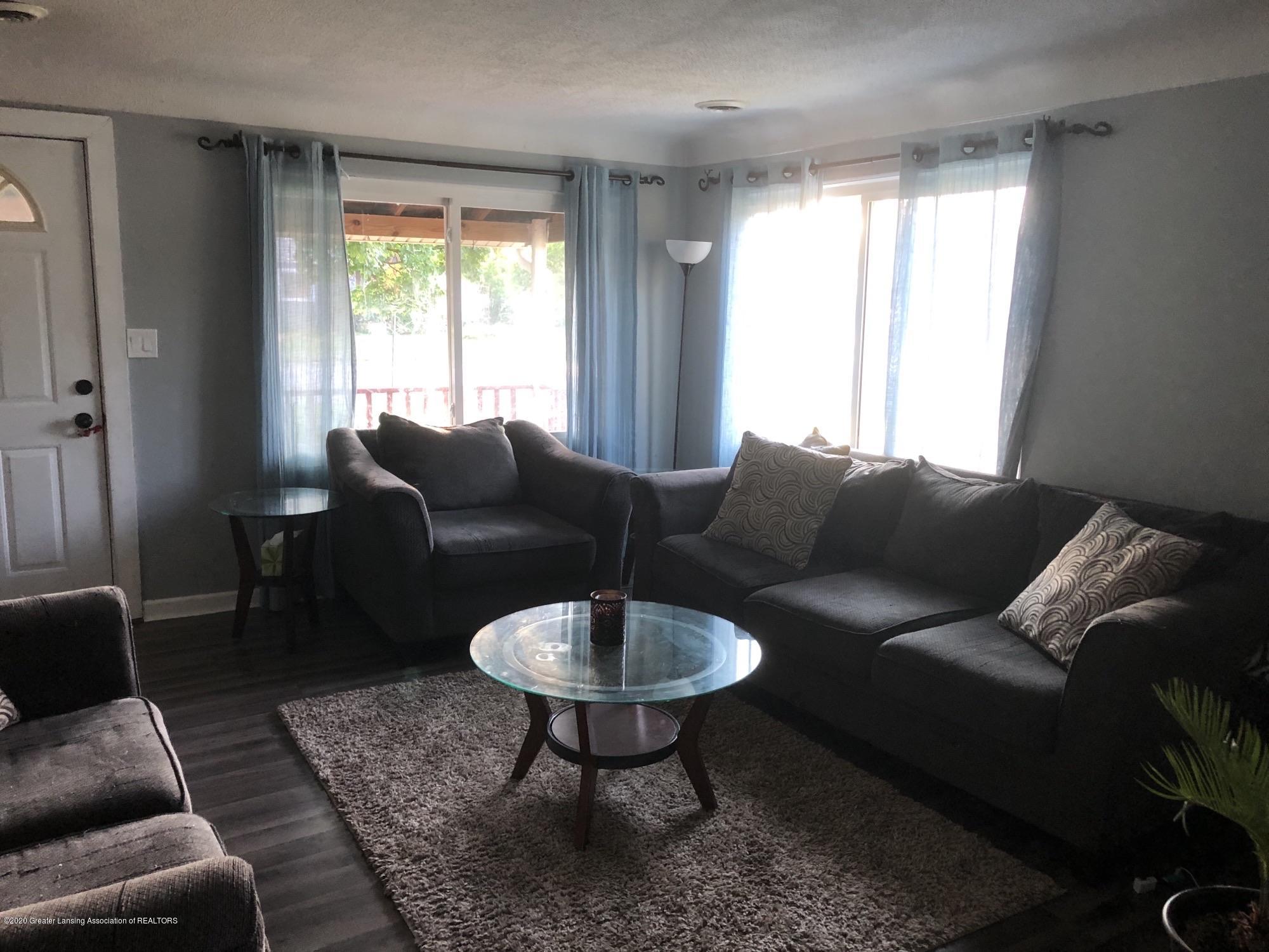901 S Chipman St - Living Room - 4