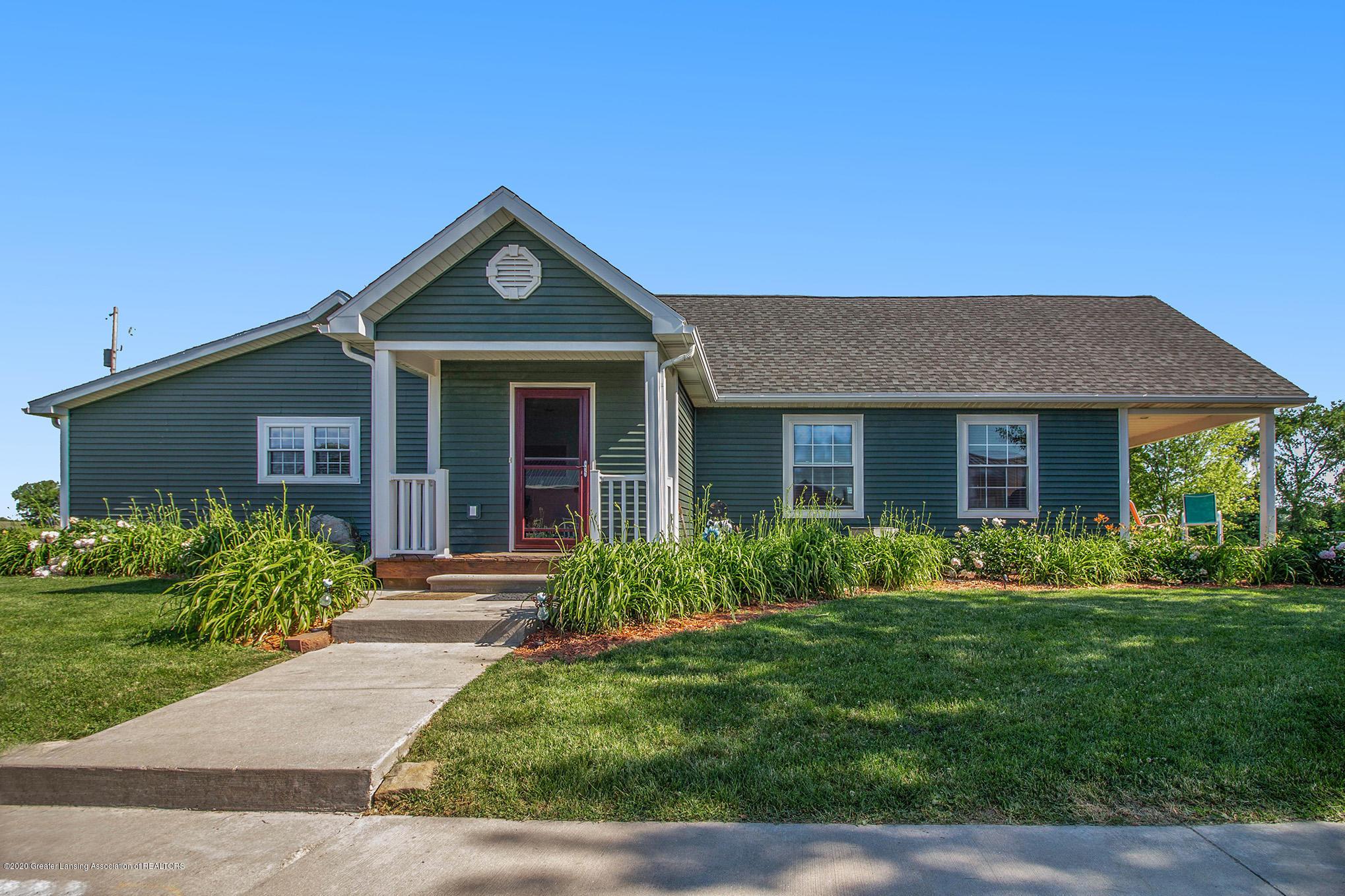2055 Tuttle Rd - 2 Front Door House - 3