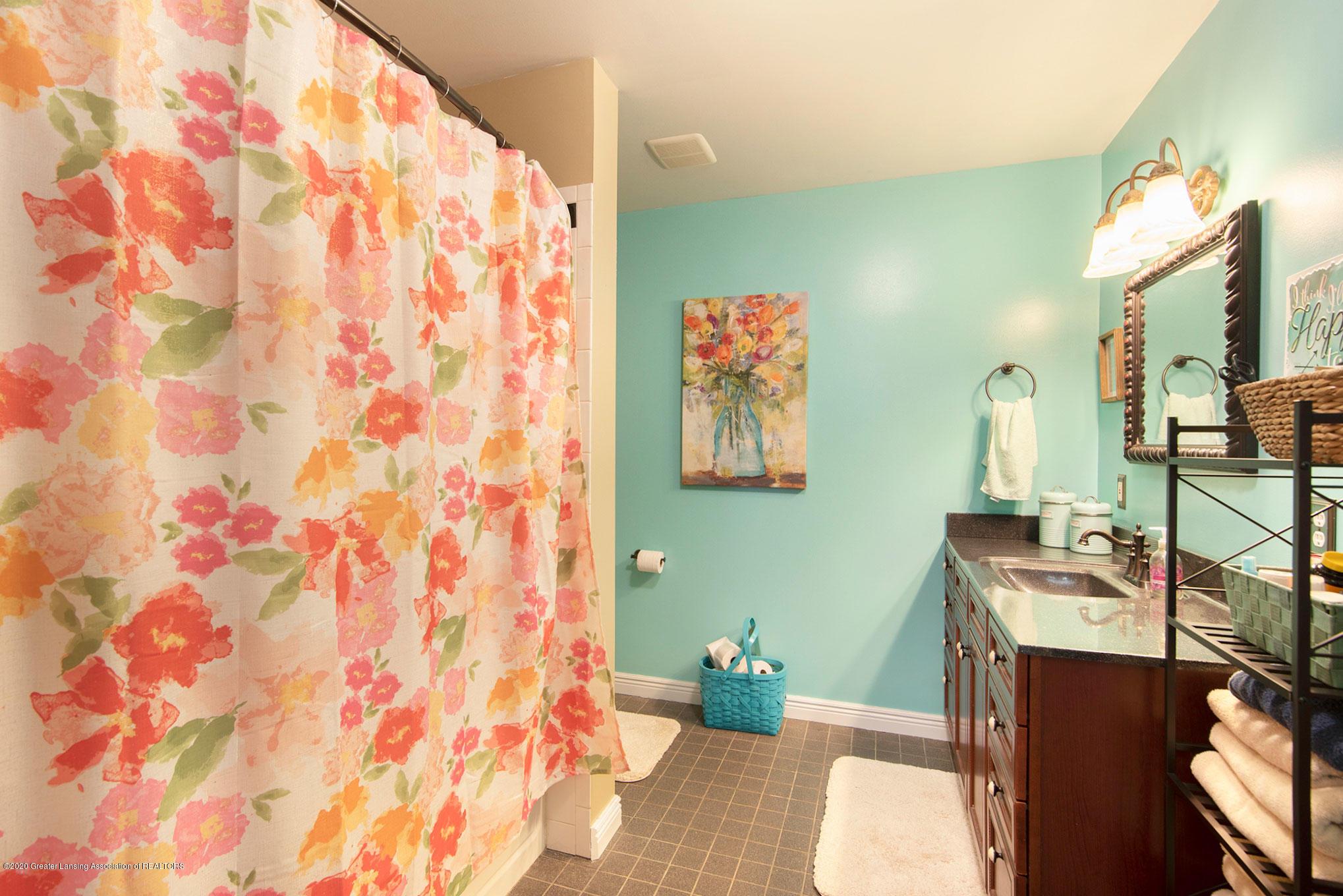 2055 Tuttle Rd - First Floor Bathroom - 27