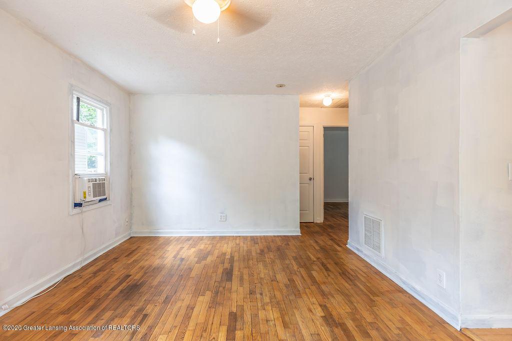 1725 Robertson Ave - Living Room - 5