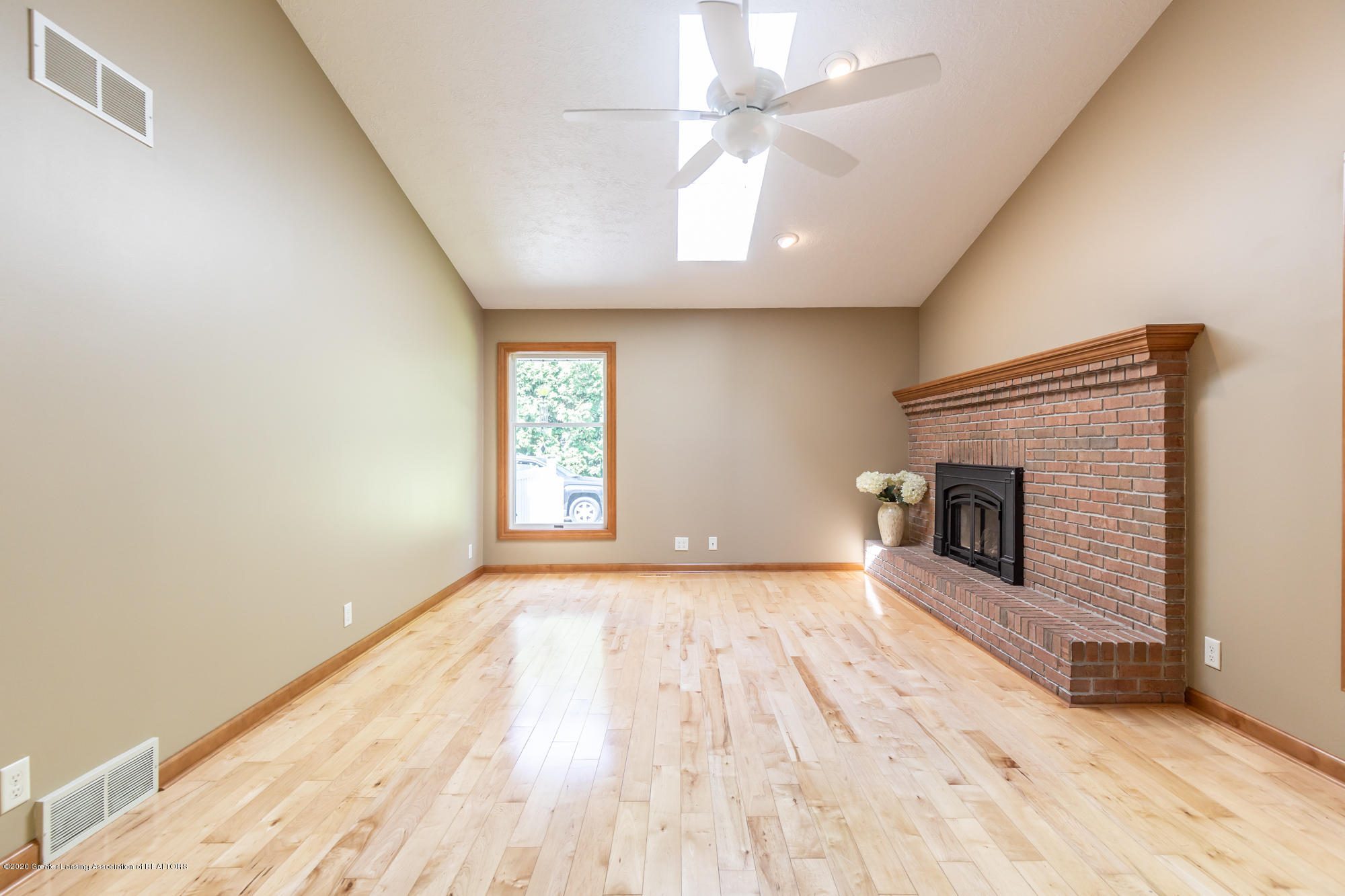 7129 Foxmoore Courts - Living Room - 9