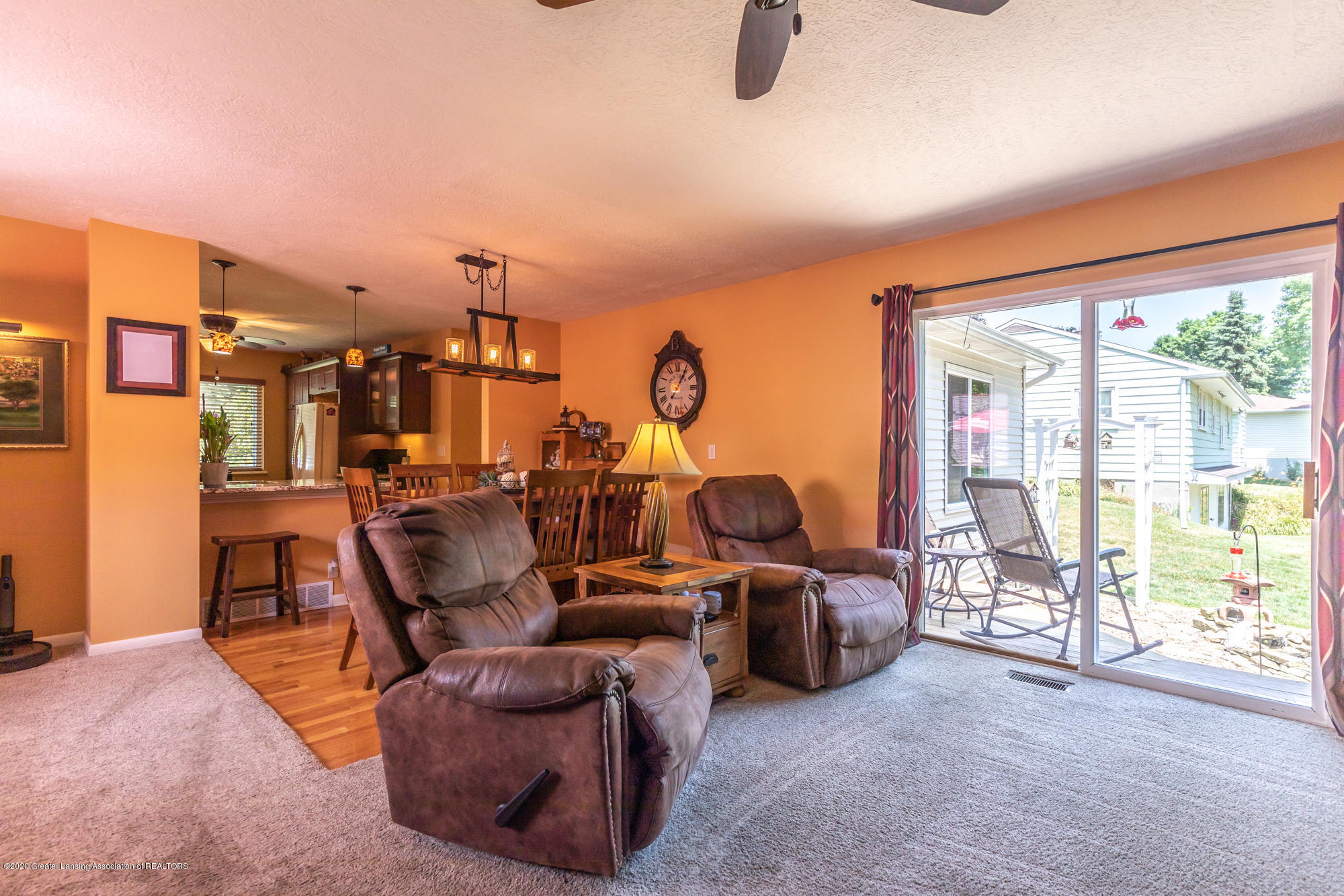 11455 E River Dr - eriverliving2(1of1) - 9