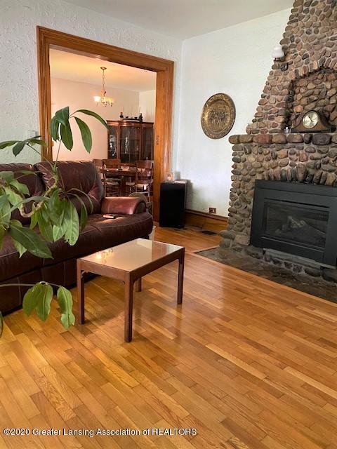 627 N Sheldon St - Living Room - 2