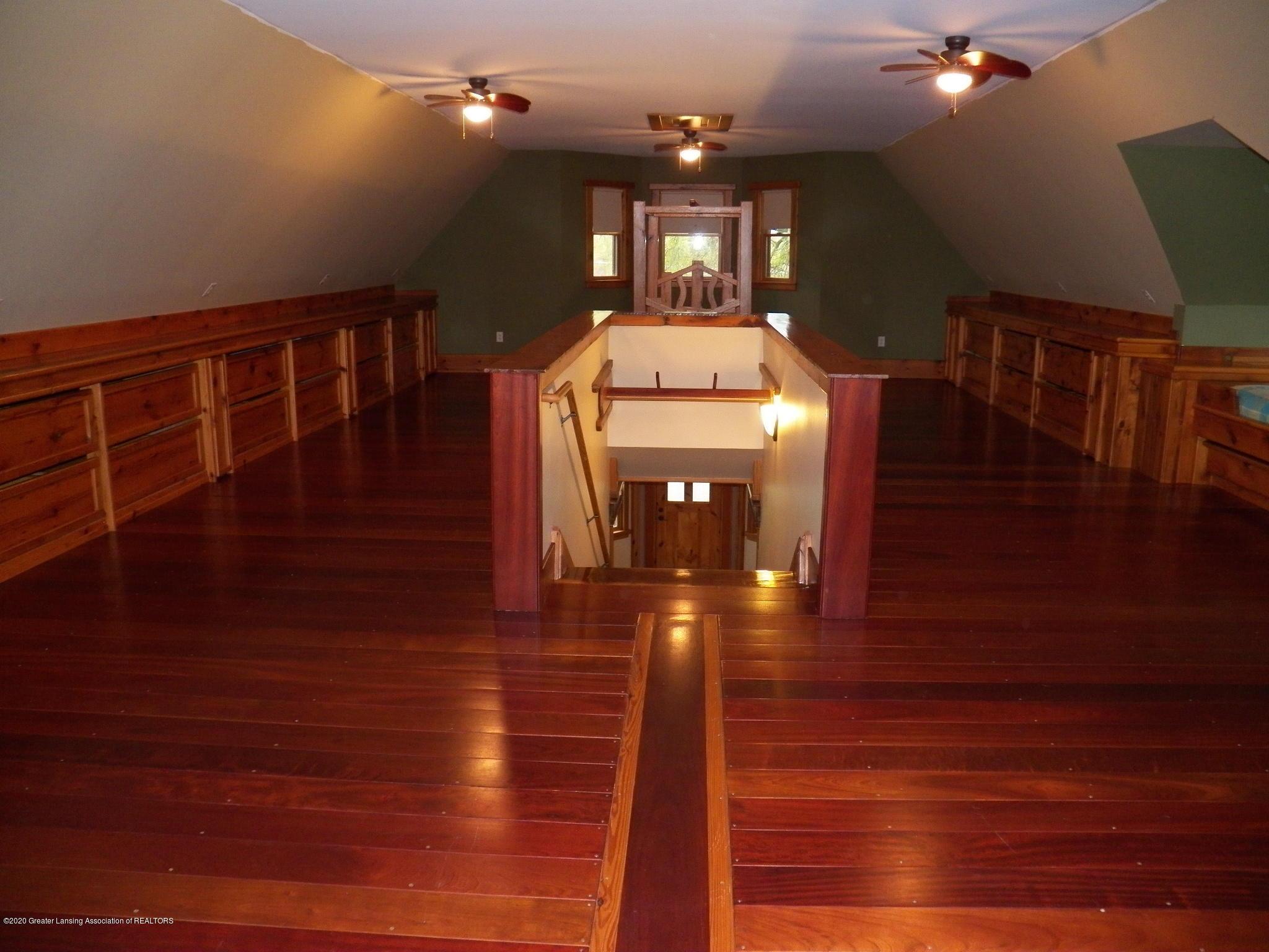 1584 W Barnes Rd - bed 2 - 10