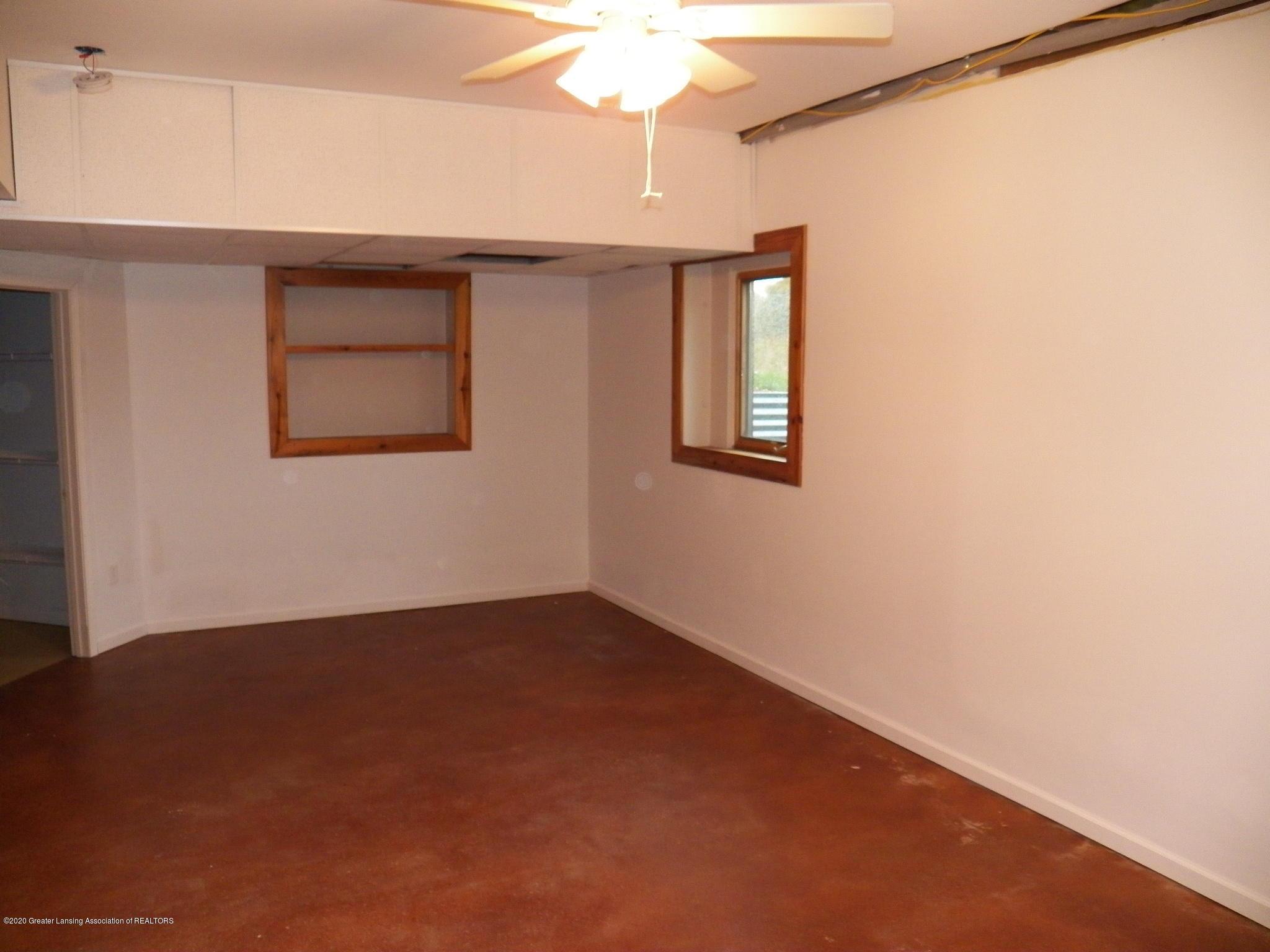 1584 W Barnes Rd - bed 3 - 11