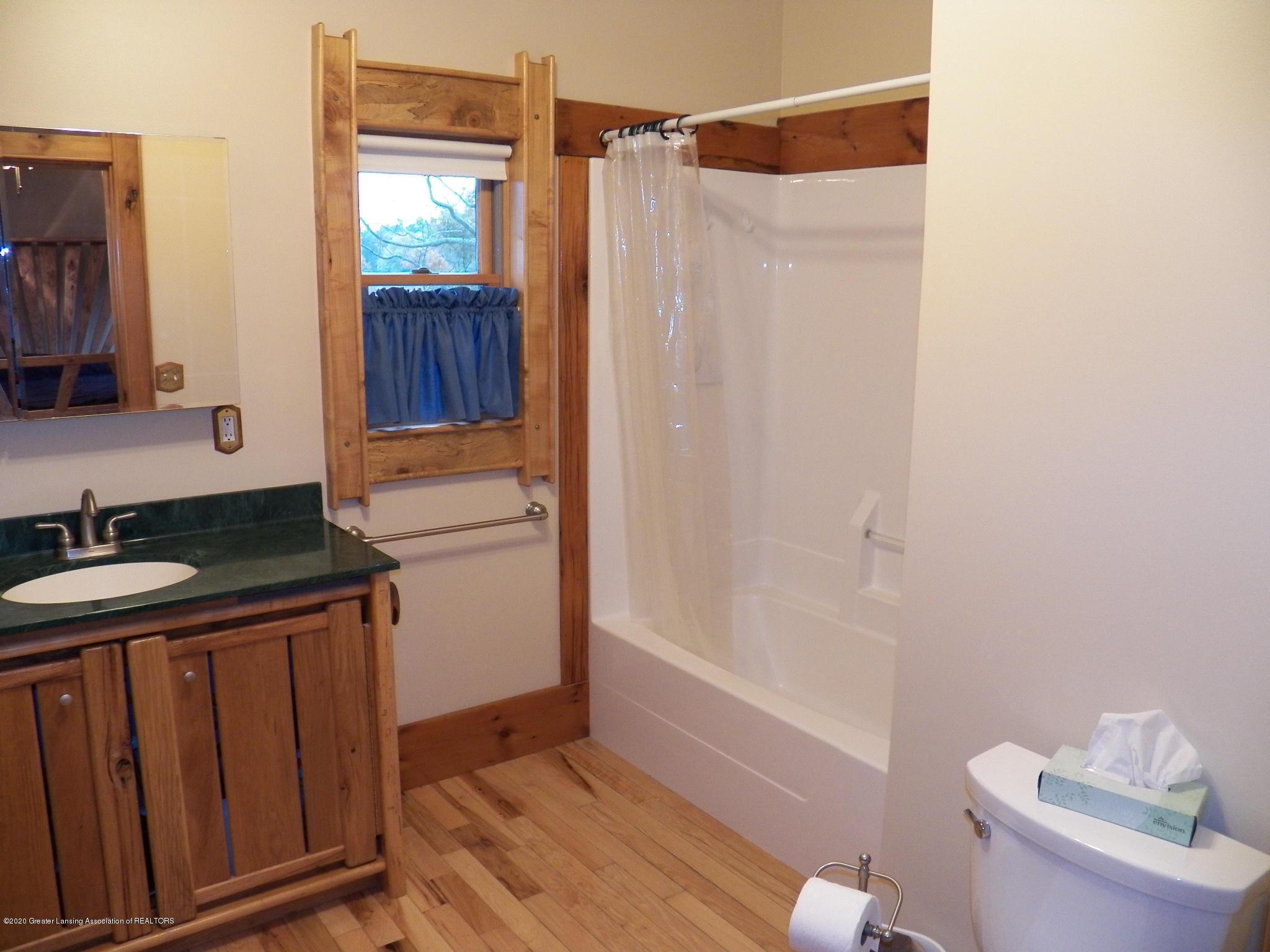 1584 W Barnes Rd - bath 1 - 12