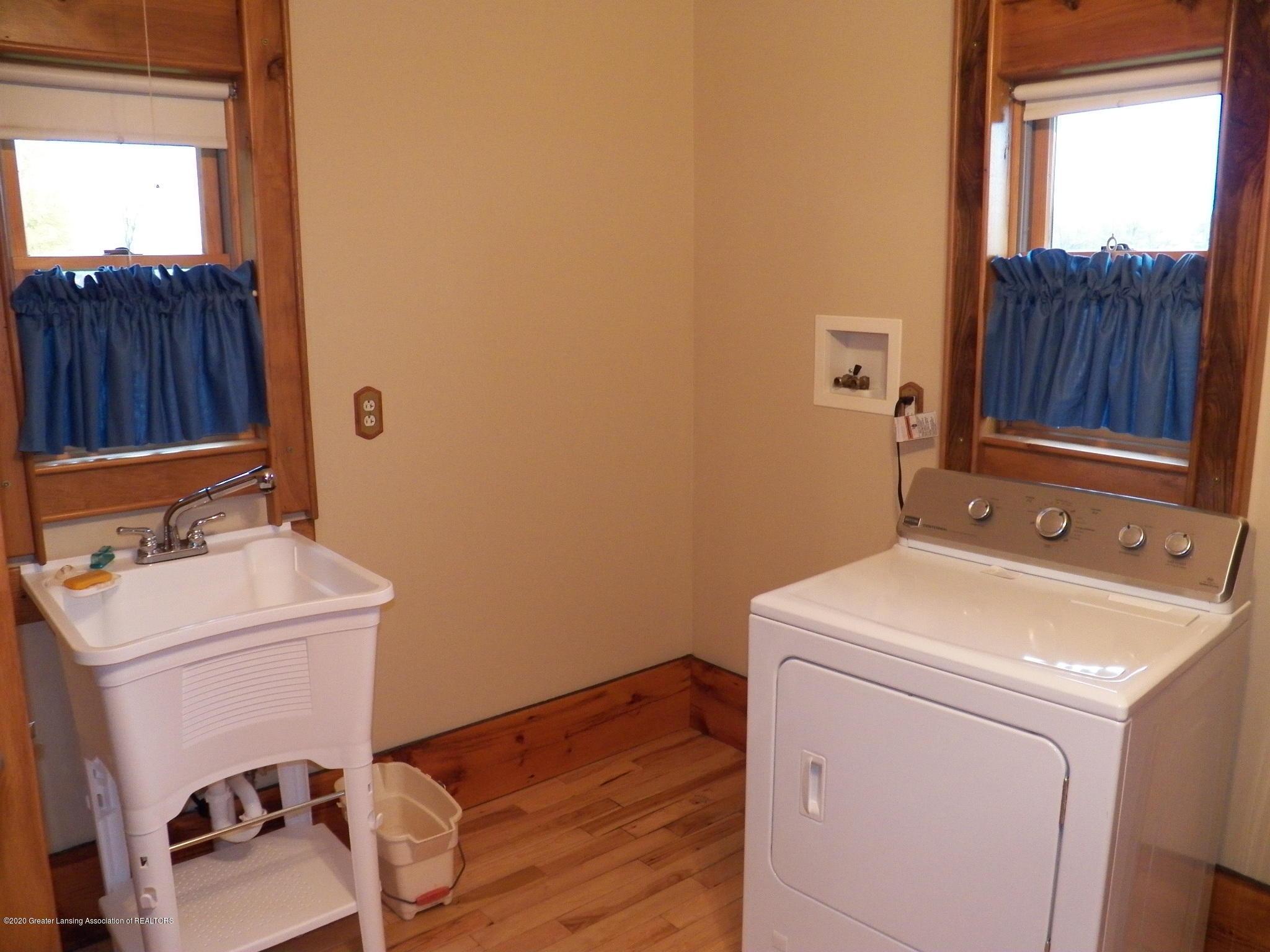 1584 W Barnes Rd - room - 15