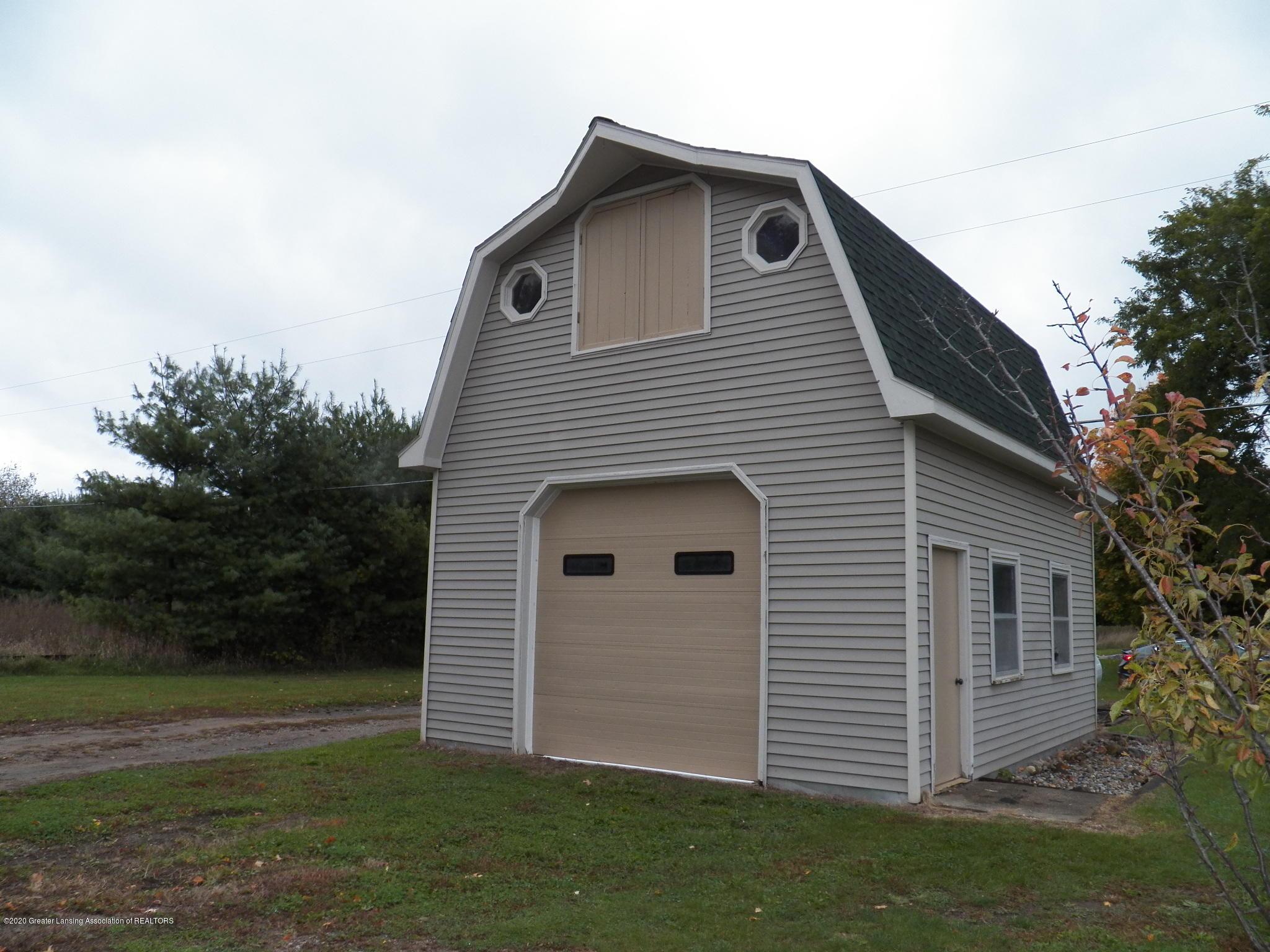 1584 W Barnes Rd - garage - 28